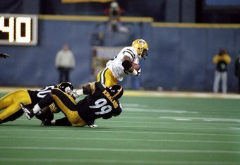 9 Nov 1998:  Running back Raymont Harris #29 of the Green Bay Packers in action against linebackers Earl Holmes #50 and Levon Kirkland #99 of the Pittsburgh Steelers during the game at the Three Rivers Stadium in Pittsburgh, Pennsylvania. The Steelers def