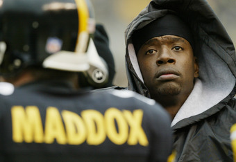 PITTSBURGH - DECEMBER 8 :   Kordell Stewart #10 of the Pittsburgh Steelers watches as Tommy Maddox #8 prepares to enter a game against the Houston Texans on December 8, 2002 at Heinz Field in Pittsburgh, Pennsylvania. The Texans beat the Steelers 24-6. (P