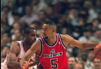 17 OCT 1995:  WASHINGTON FORWARD JUWAN HOWARD POSTS UP CHICAGO FORWARD JASON CAFFEY DURING THE BULLETS 112-87 LOSS TO THE BULLS AT THE UNITED CENTER IN CHICAGO, ILLINOIS.  Mandatory Credit:  Jonathan Daniel/Allsport