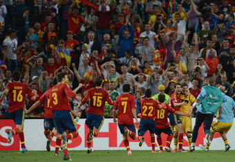 Spanish players embrace Iker Casillas after their victory.