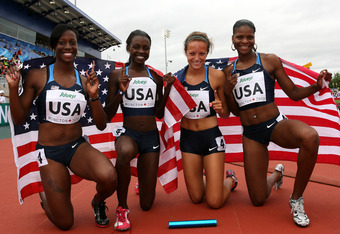 Diamond Dixon (middle left) with relay teammates.