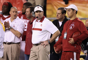 TEMPE, AZ - DECEMBER 30:  Head coach Bob Stoops of the Oklahoma Sooners reacts on the sidelines during the Insight Bowl against the Iowa Hawkeyes at Sun Devil Stadium on December 30, 2011 in Tempe, Arizona.  (Photo by Christian Petersen/Getty Images)