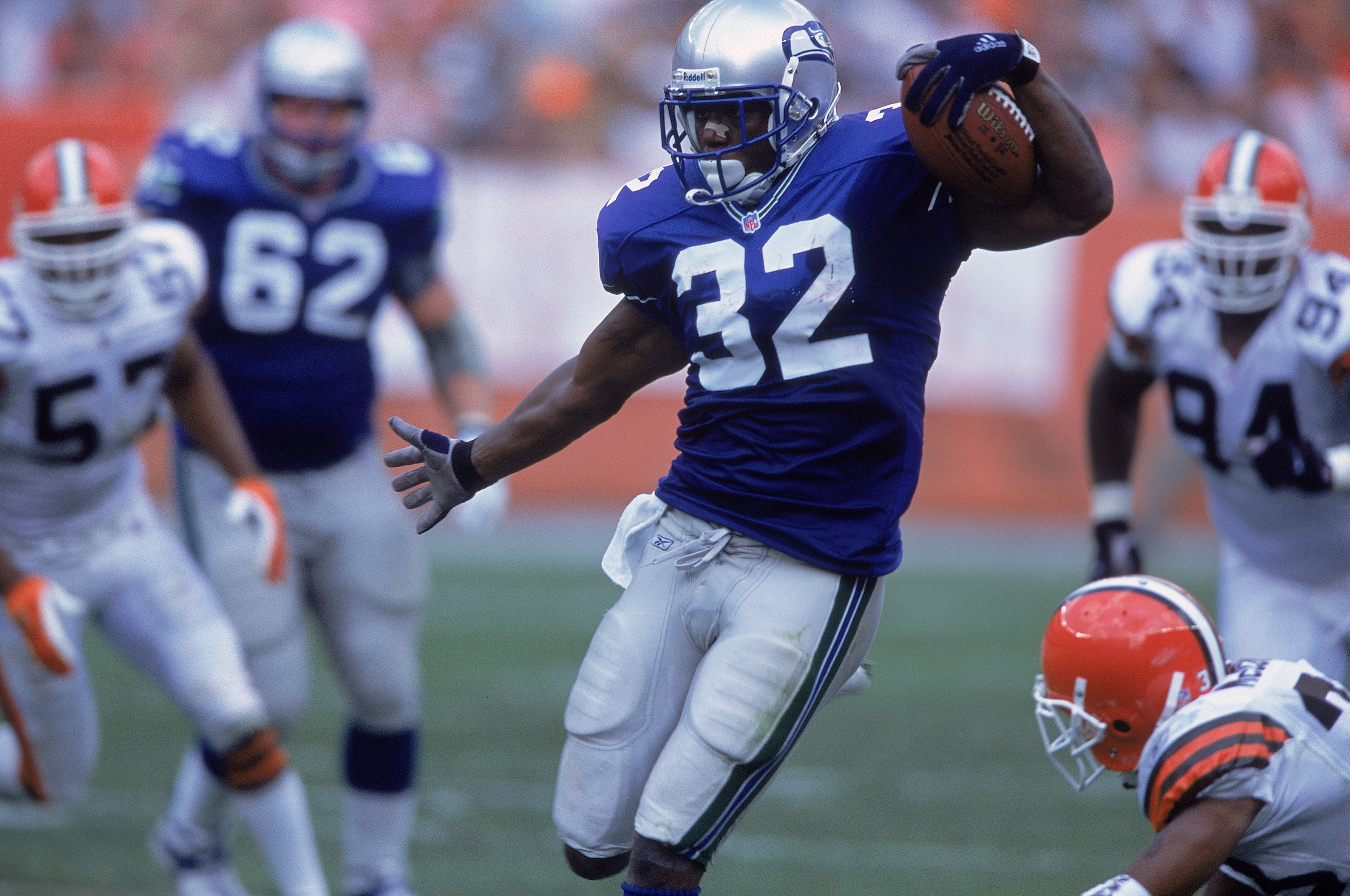9 Sep 2001:  Ricky Watters #32 of the Seattle Seahawks running with the ball during the game against the Cleveland Browns at the Browns Stadium in Cleveland, Ohio. The Seahawks defeated the Browns 9-6.Mandatory Credit: Tom Pidgeon  /Allsport