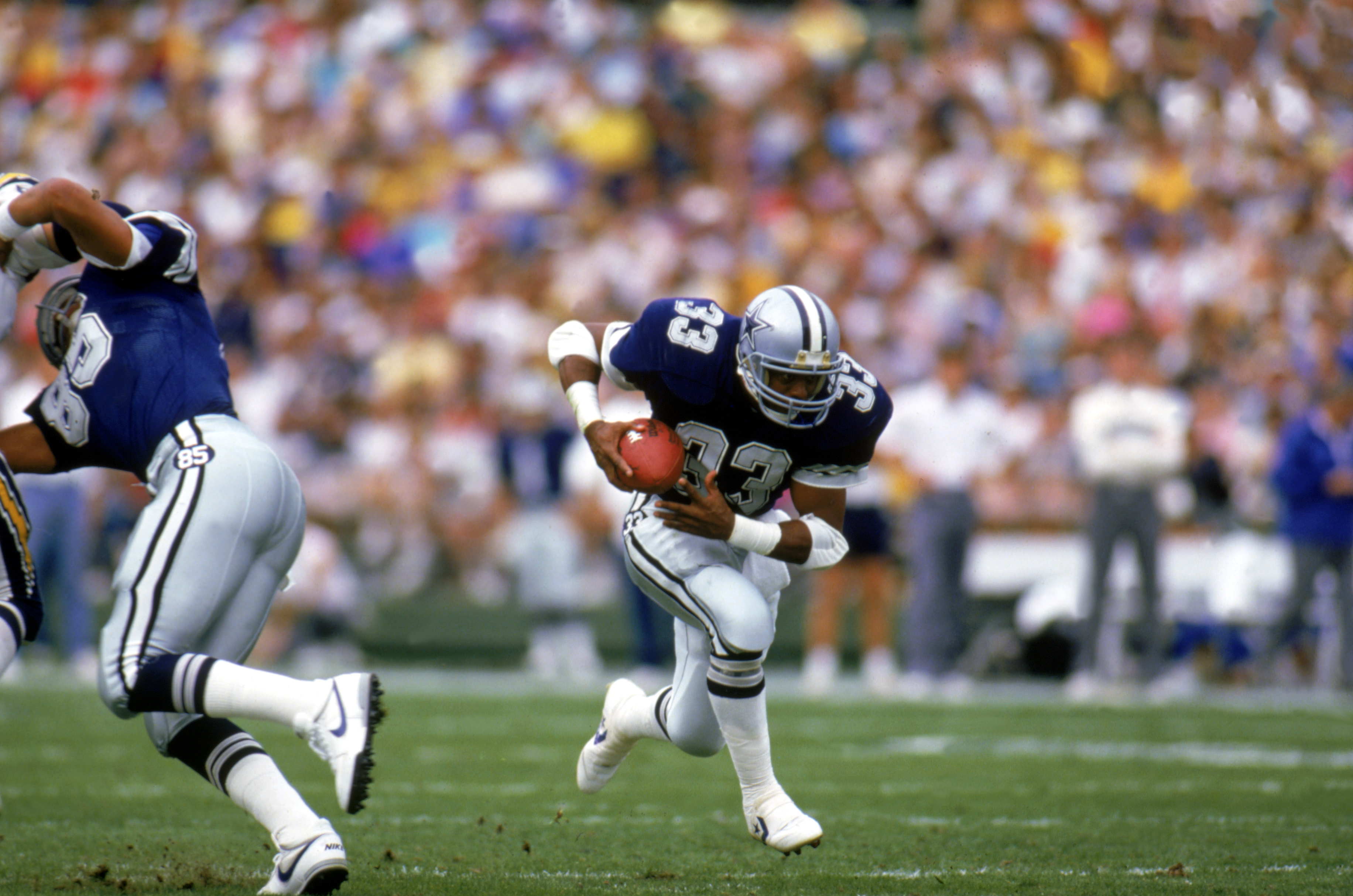 SAN DIEGO, CA - 1986:  Running back Tony Dorsett #33 of the Dallas Cowboys runs the ball during a game against the San Diego Chargers at Jack Murphy Stadium during the 1986 NFL season in San Diego, California.  (Photo by Rick Stewart/Getty Images)