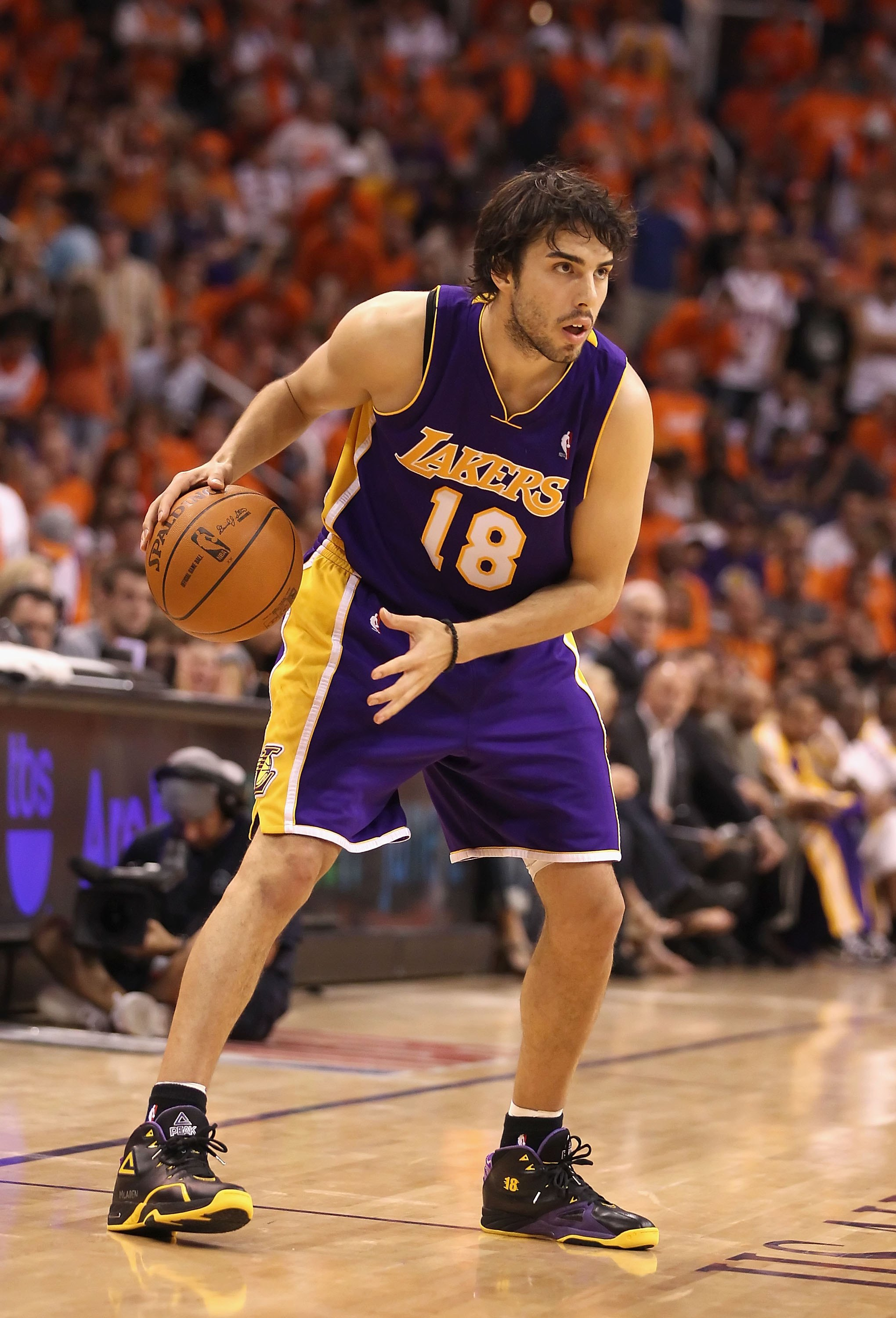 PHOENIX - MAY 29:  Sasha Vujacic #18 of the Los Angeles Lakers handles the ball during Game Six of the Western Conference finals of the 2010 NBA Playoffs against the Phoenix Suns at US Airways Center on May 29, 2010 in Phoenix, Arizona. The Lakers defeate