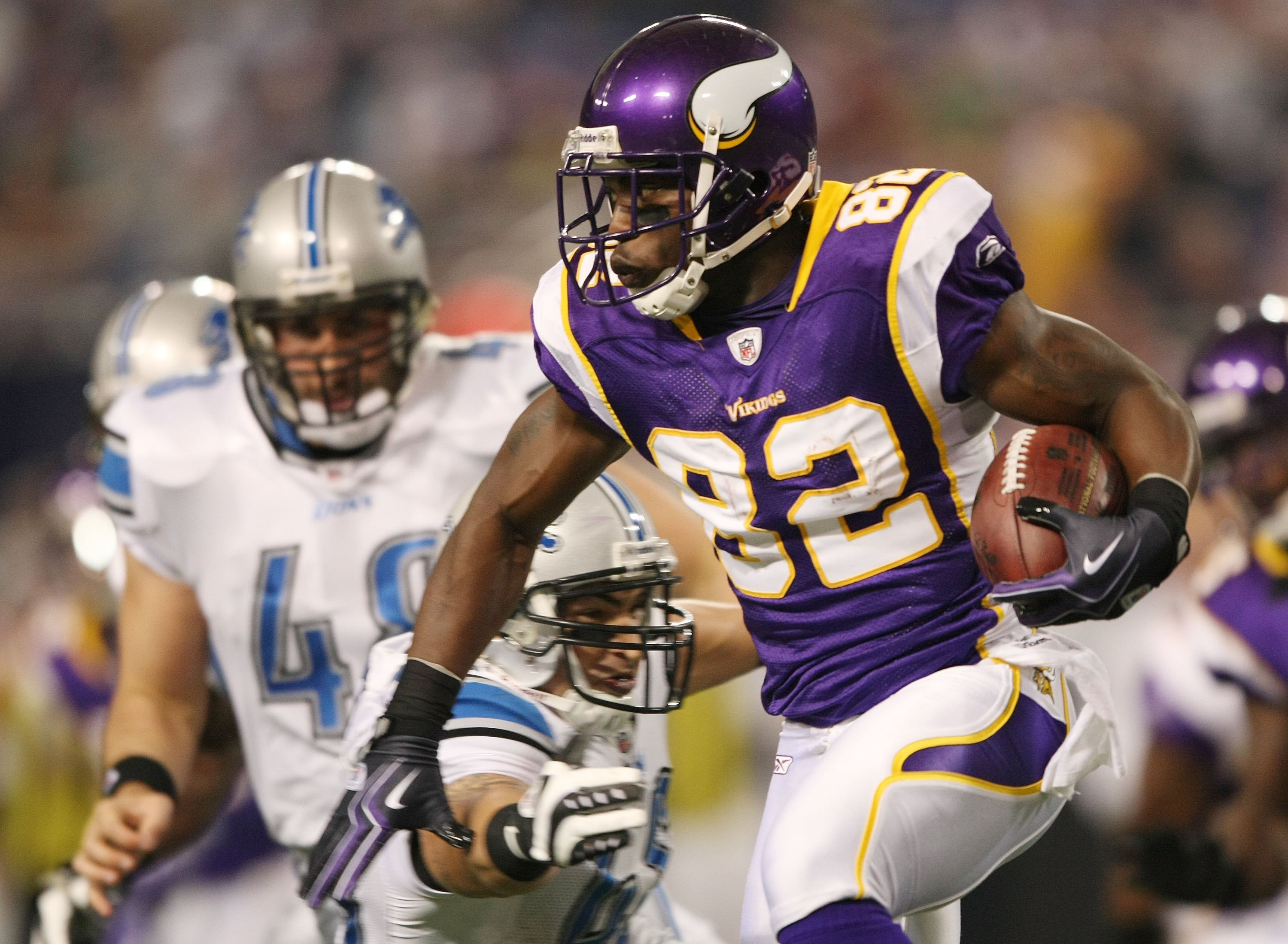 MINNEAPOLIS - NOVEMBER 15: Darius Reynaud #82 of the Minnesota Vikings carries the ball against the Detroit Lions on November 15, 2009 at Hubert H. Humphrey Metrodome.  (Photo by Elsa/Getty Images)