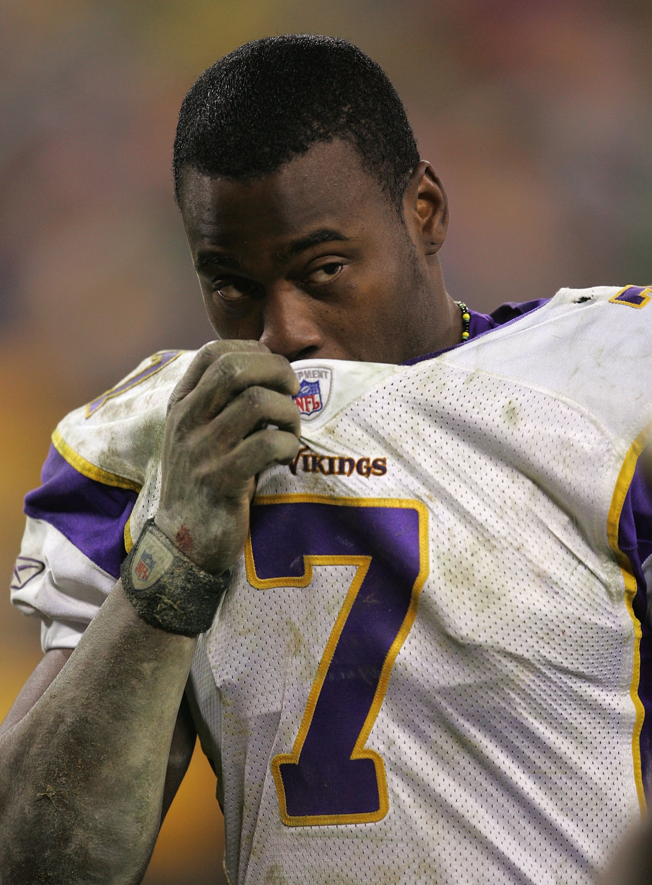 GREEN BAY, WI - DECEMBER 21:  Tarvaris Jackson #7 of the Minnesota Vikings walks off the field following a loss in his first start to the Green Bay Packers on December 21, 2006 at Lambeau Field in Green Bay, Wisconsin. The Packers defeated the Vikings 9-7