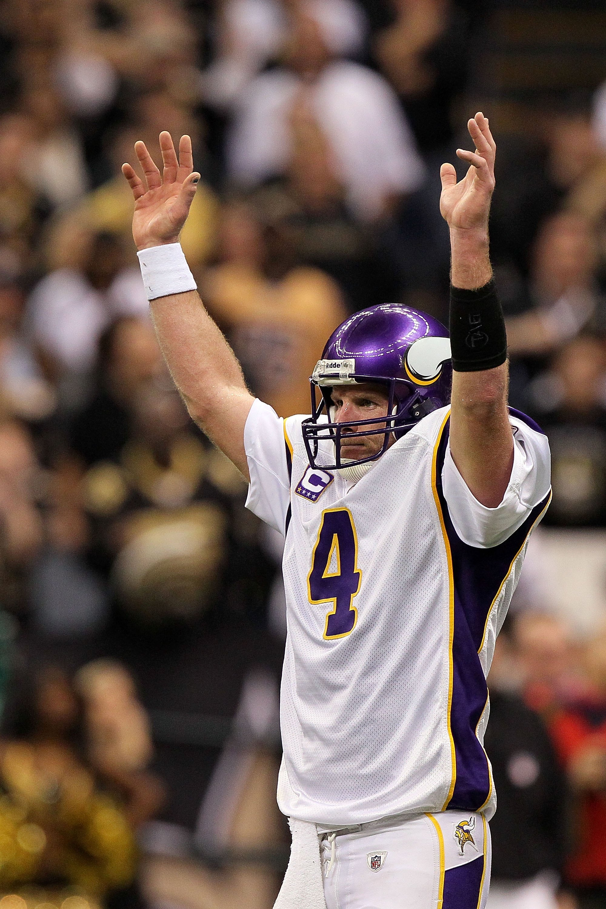 NEW ORLEANS - JANUARY 24:  Brett Favre #4 of the Minnesota Vikings reacts after the Vikings scored a touchdown against the New Orleans Saints during the NFC Championship Game at the Louisiana Superdome on January 24, 2010 in New Orleans, Louisiana. The Sa