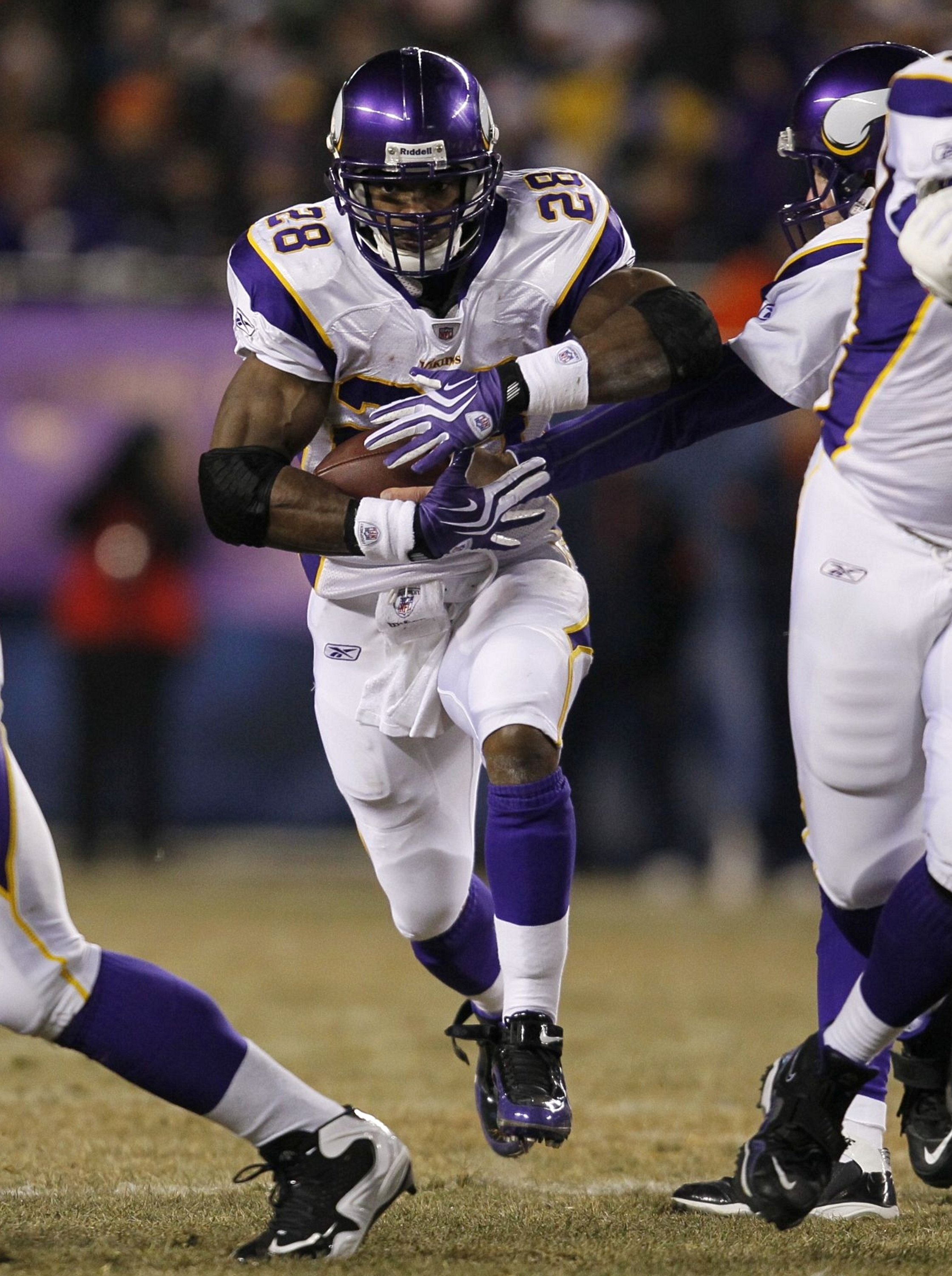 CHICAGO - DECEMBER 28:  Adrian Peterson #28 of the Minnesota Vikings runs the ball against the Chicago Bears in the first half at Soldier Field on December 28, 2009 in Chicago, Illinois. (Photo by Jonathan Daniel/Getty Images)
