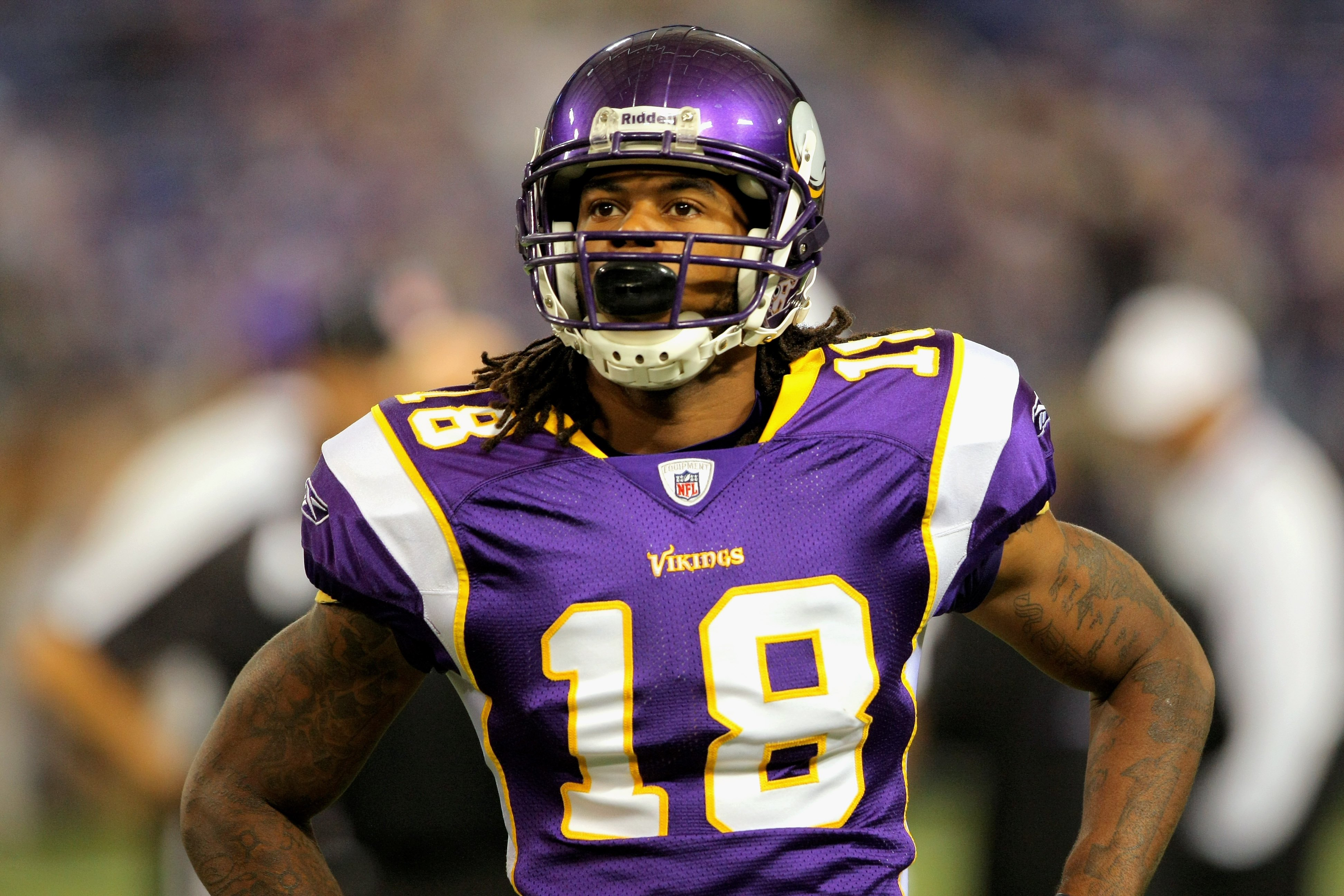 MINNEAPOLIS - OCTOBER 18:  Wide reciever Sidney Rice #18 of the Minnesota Vikings prepares to face the Baltimore Ravens during NFL action at Hubert H. Humphrey Metrodome on October 18, 2009 in Minneapolis, Minnesota. The Vikings defeated the Ravens 33-31.