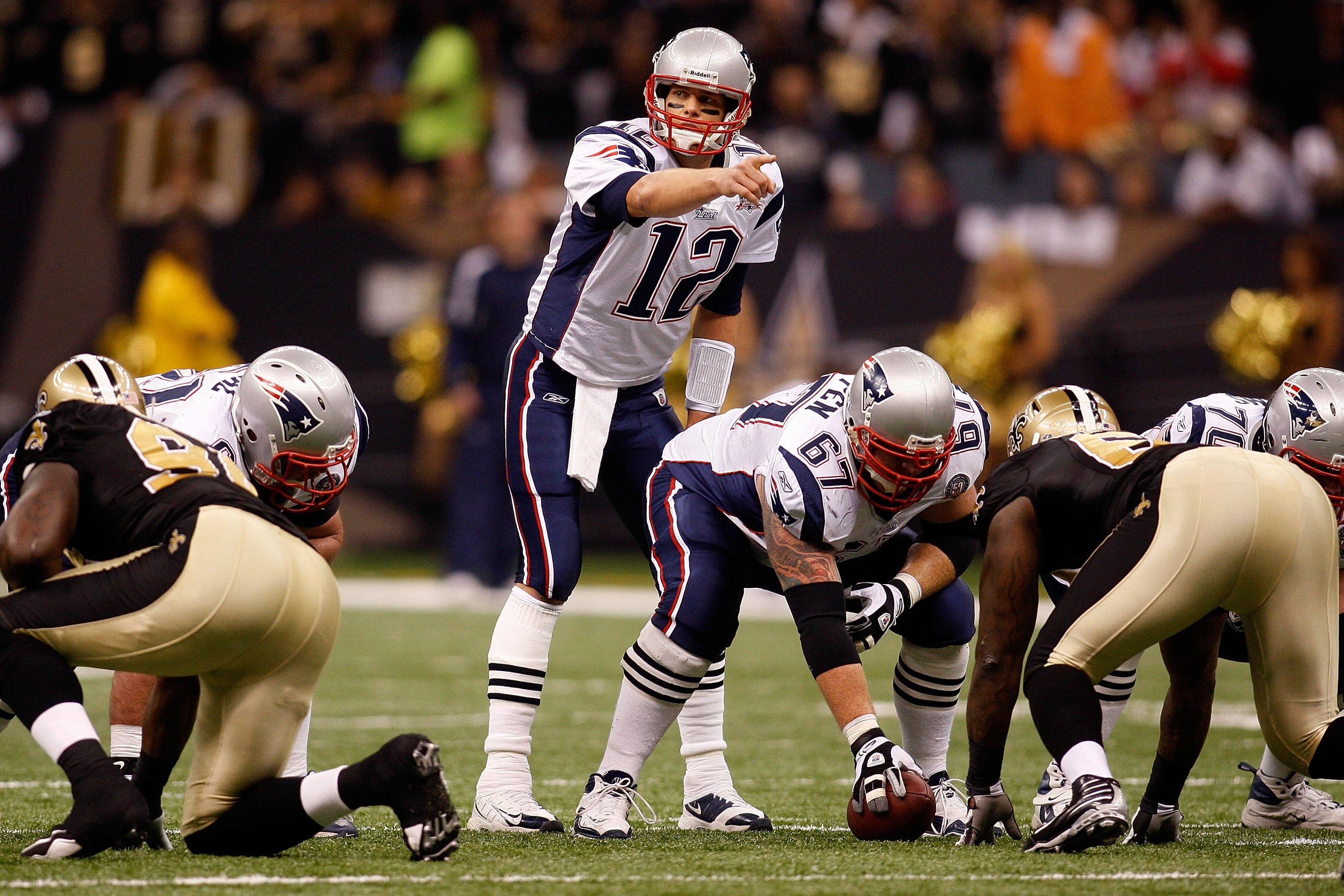 NEW ORLEANS - NOVEMBER 30:  Tom Brady #12 of the New England Patriots against the New Orleans Saints at the Louisiana Superdome on November 30, 2009  in New Orleans, Louisiana.  (Photo by Chris Graythen/Getty Images)
