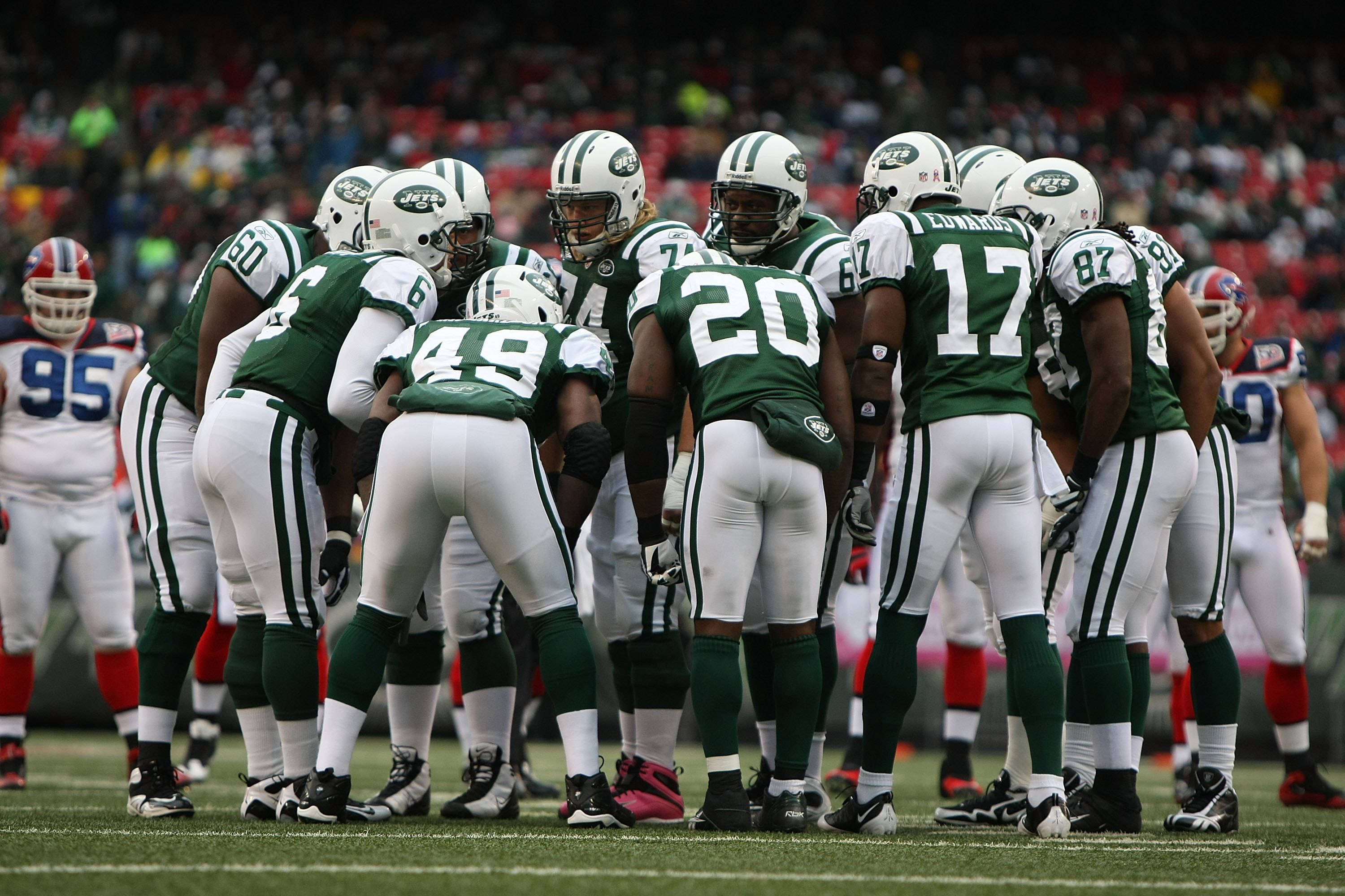 EAST RUTHERFORD, NJ - OCTOBER 18:  The New York Jets huddle against The Buffalo Bills during their game on October 18, 2009 at Giants Stadium in East Rutherford, New Jersey.  (Photo by Al Bello/Getty Images)