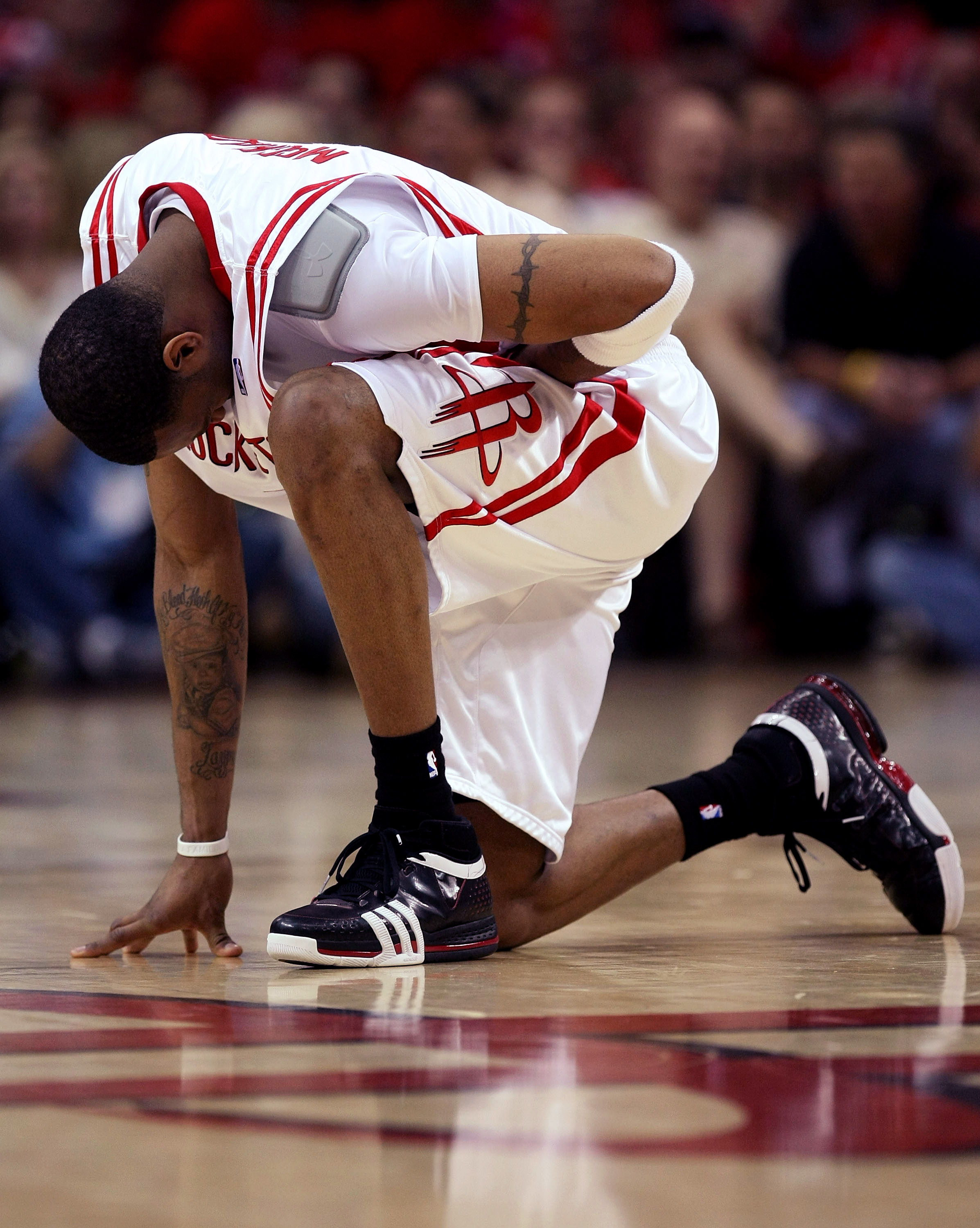 266a5762317d HOUSTON - APRIL 19  Tracy McGrady  1 of the Houston Rockets kneels and holds