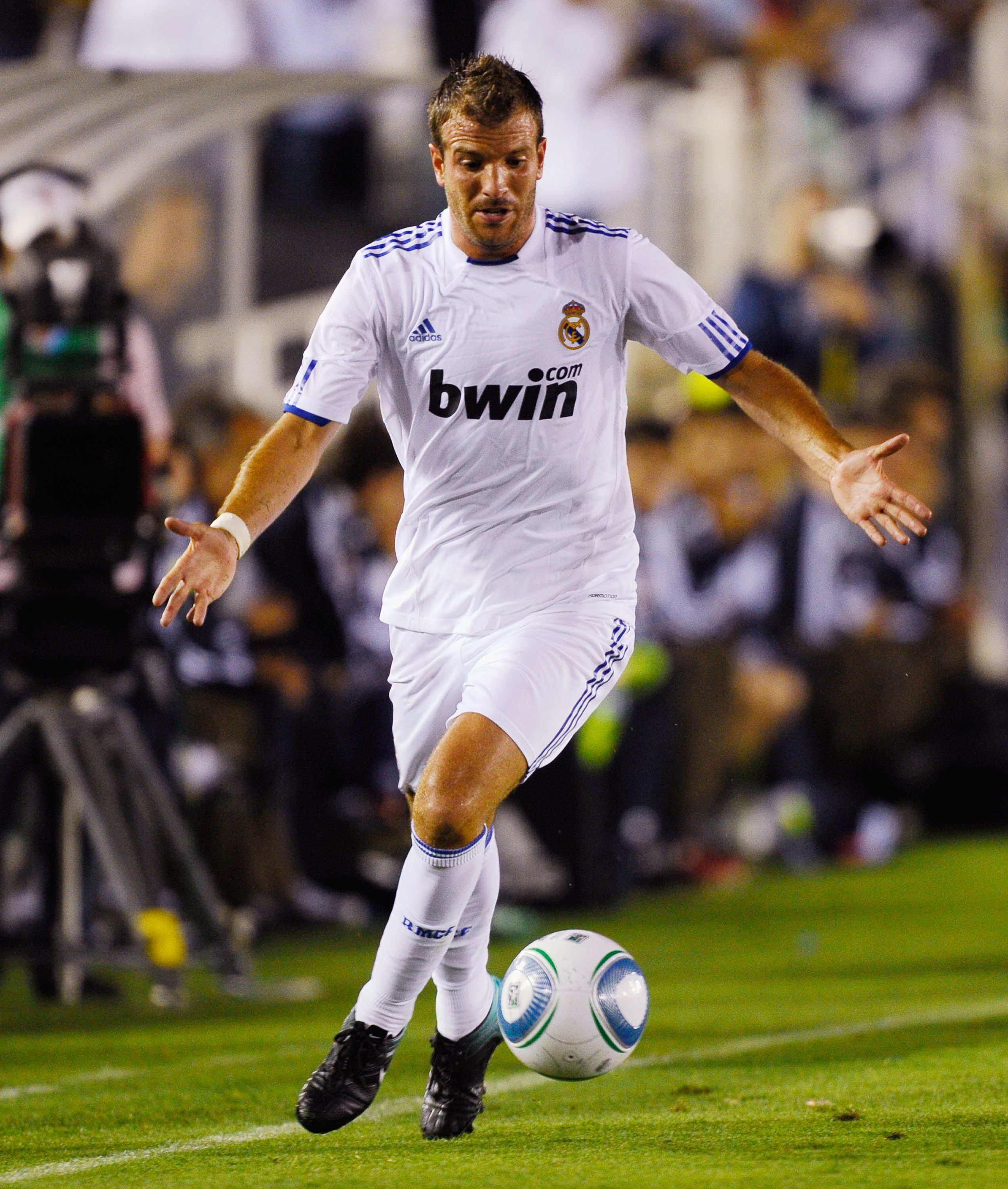 PASADENA, CA - AUGUST 07:  Rafael van der Vaart #23 of Real Madrid during the pre-season friendly soccer match against Los Angeles Galaxy on August 7, 2010 at the Rose Bowl in Pasadena, California. Real Madrid will travel back to Spain after the soccer ma