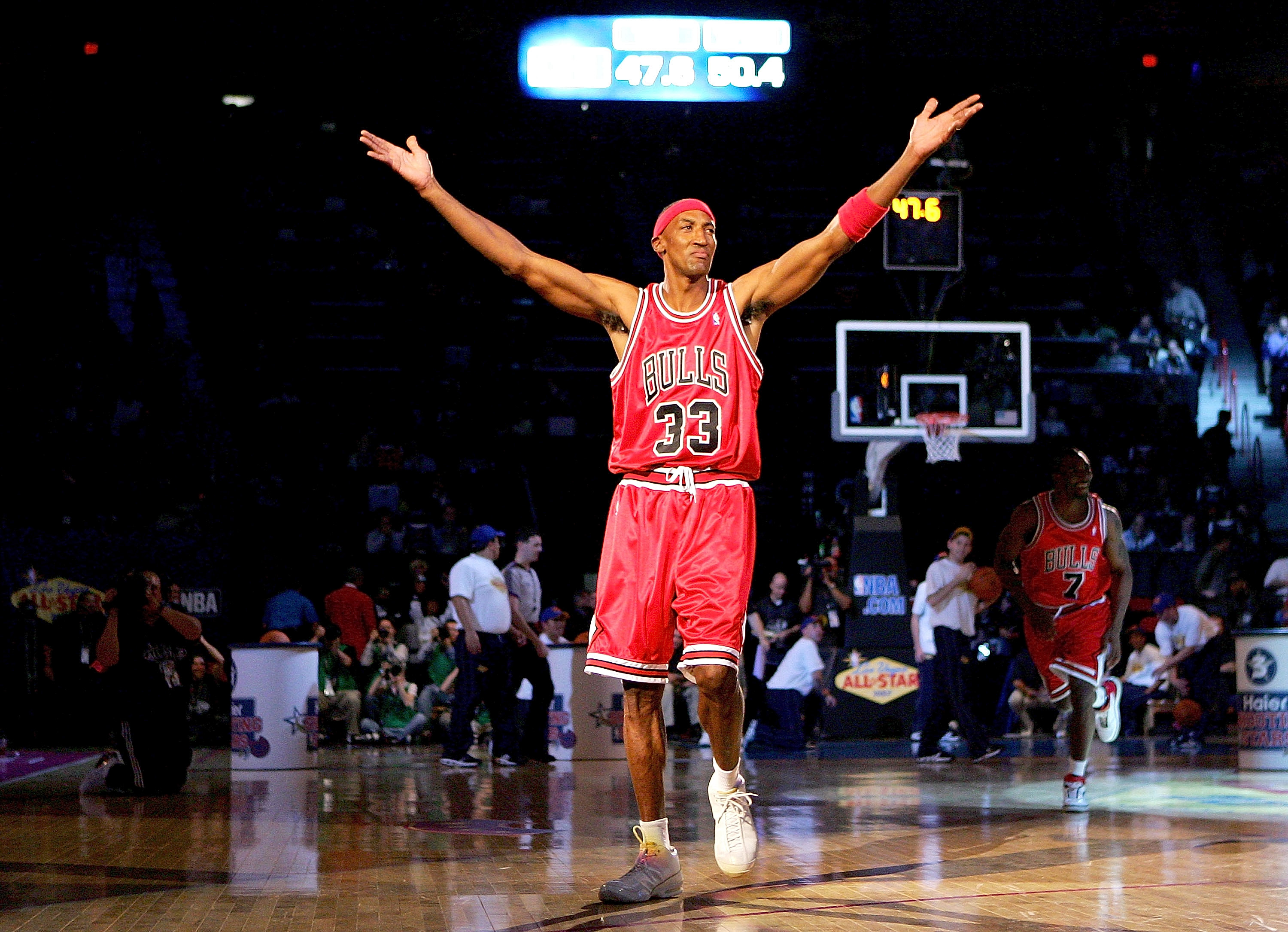 LAS VEGAS - FEBRUARY 17:  Scottie Pippen of the Chicago team celebrates after sinking a half-court shot in the Haier Shooting Stars Competition during NBA All-Star Weekend on February 17, 2007 at Thomas & Mack Center in Las Vegas, Nevada.  NOTE TO USER: U