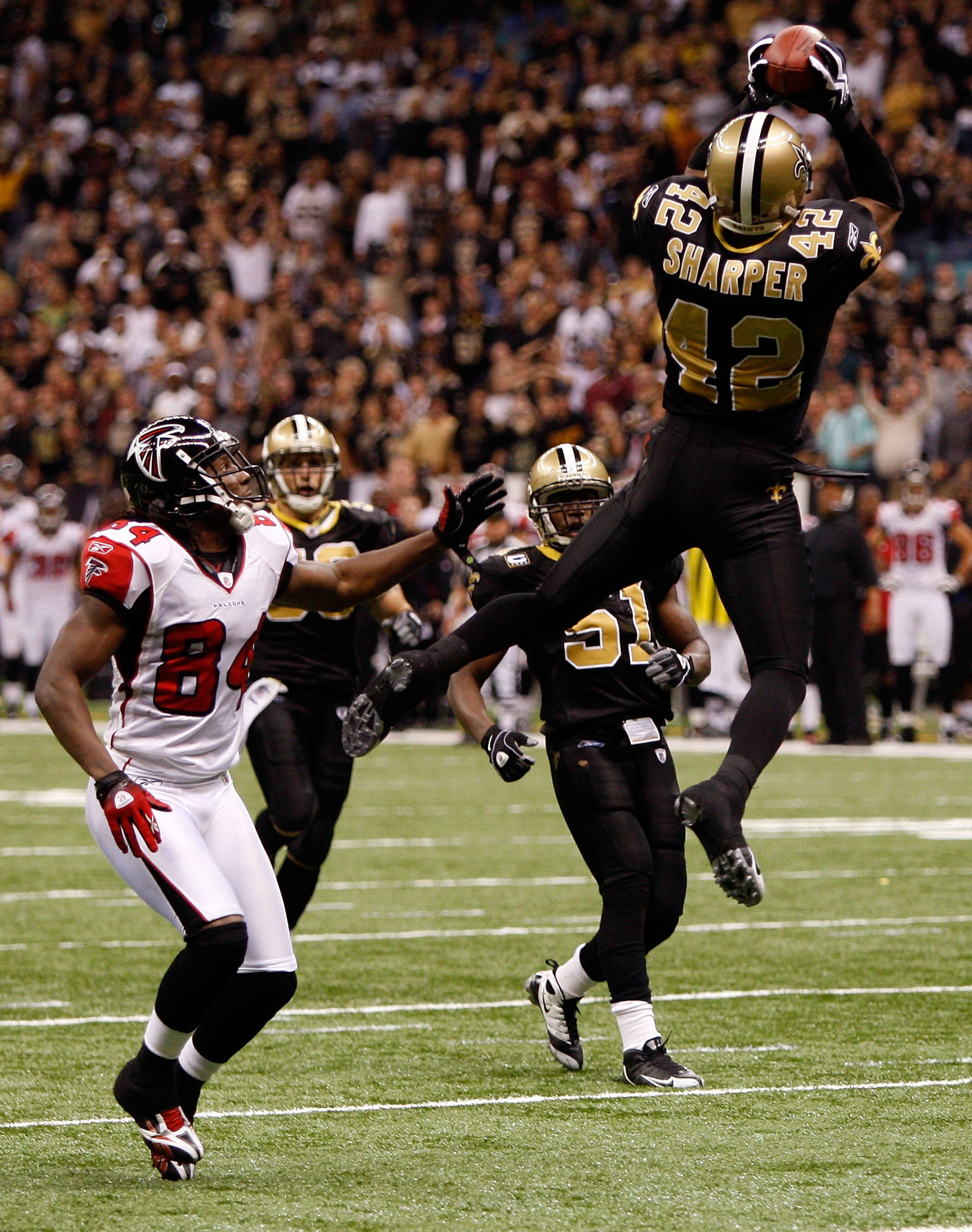 NEW ORLEANS - NOVEMBER 02:  Darren Sharper #42 of the New Orleans Saints catches an interception against the Atlanta Falcons at Louisana Superdome on November 2, 2009 in New Orleans, Louisiana.  (Photo by Chris Graythen/Getty Images)
