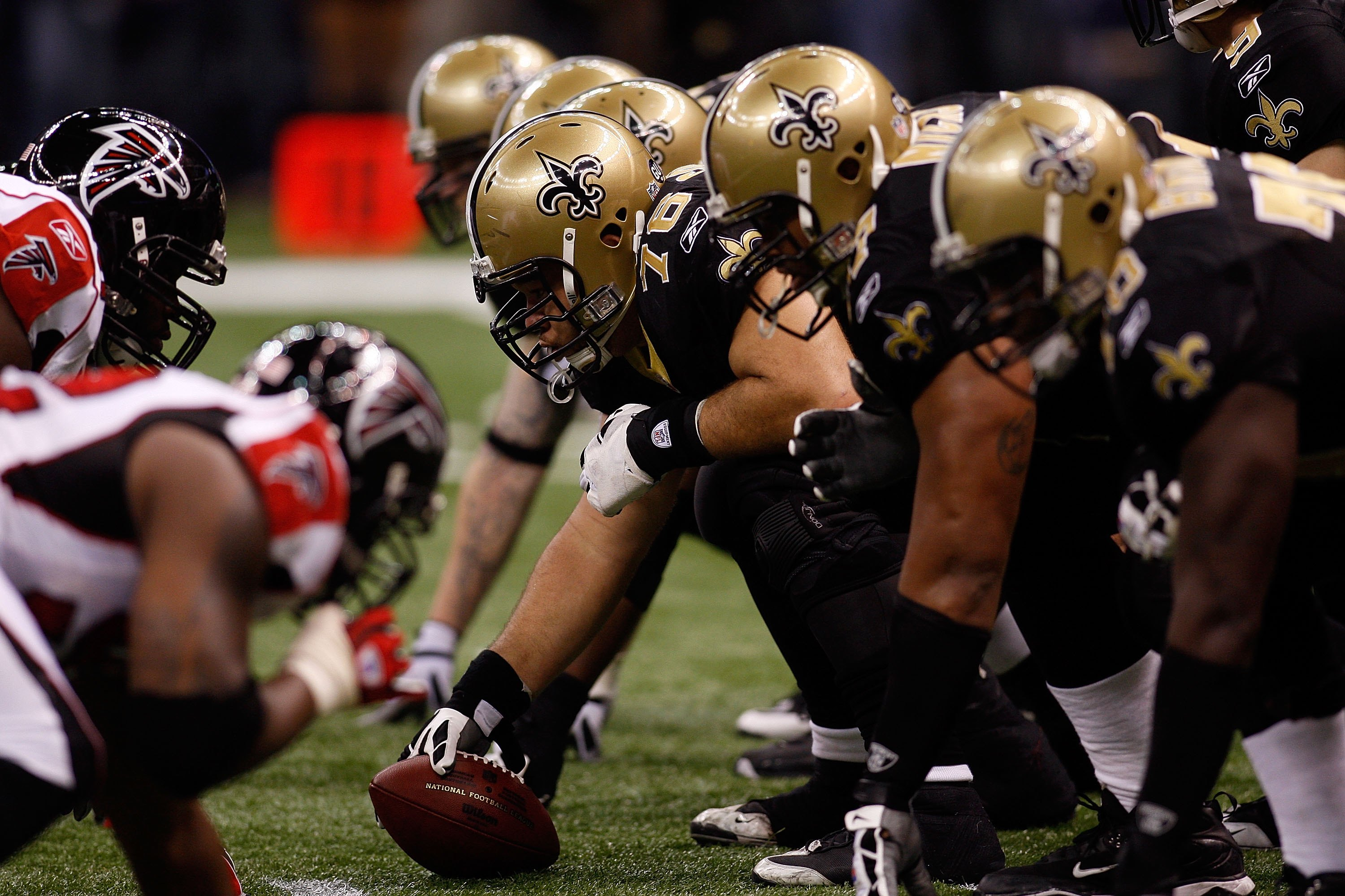 NEW ORLEANS - DECEMBER 07:  Jonathan Goodwin #76 of the New Orleans Saints readies to snap the ball against the Atlanta Falcons on December 7, 2008 at the Superdome in New Orleans, Louisiana.  (Photo by Chris Graythen/Getty Images)