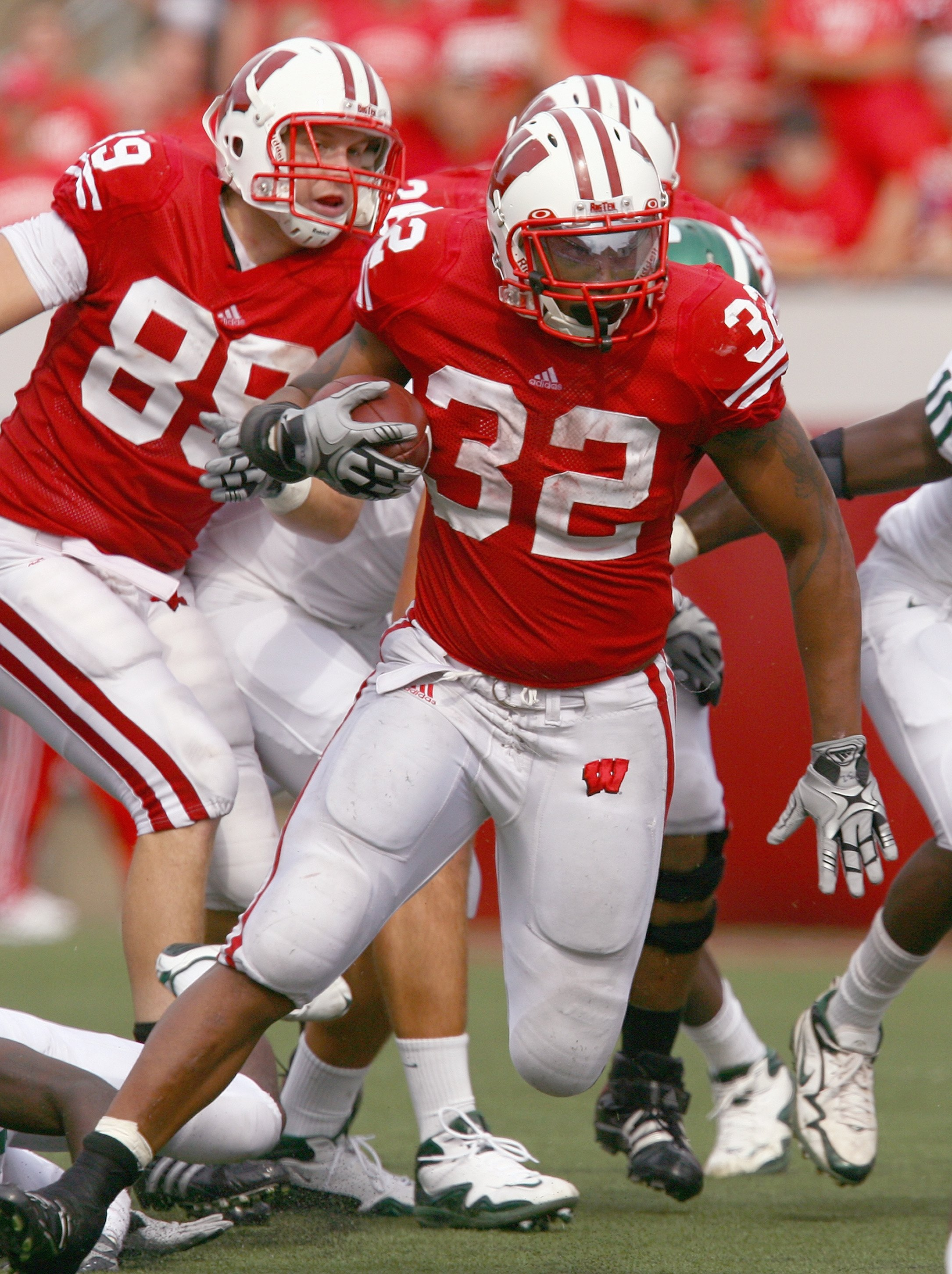 MADISON, WI - SEPTEMBER 26: John Clay #32 of the Wisconsin Badgers carries the ball against the Michigan State Spartans on September 26, 2009 at Camp Randall Stadium in Madison, Wisconsin. (Photo by Jonathan Daniel/Getty Images)