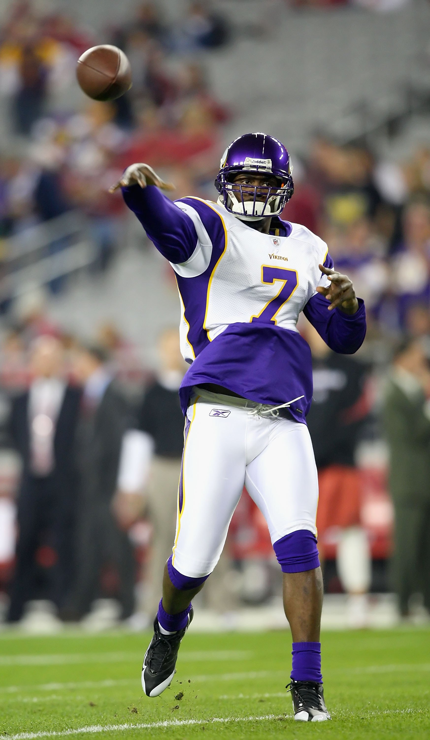 GLENDALE, AZ - DECEMBER 06:  Quarterback Tarvaris Jackson #7 of the Minnesota Vikings warms up before the NFL game against the Arizona Cardinals at the Universtity of Phoenix Stadium on December 6, 2009 in Glendale, Arizona.  The Cardinals defeated the Vi