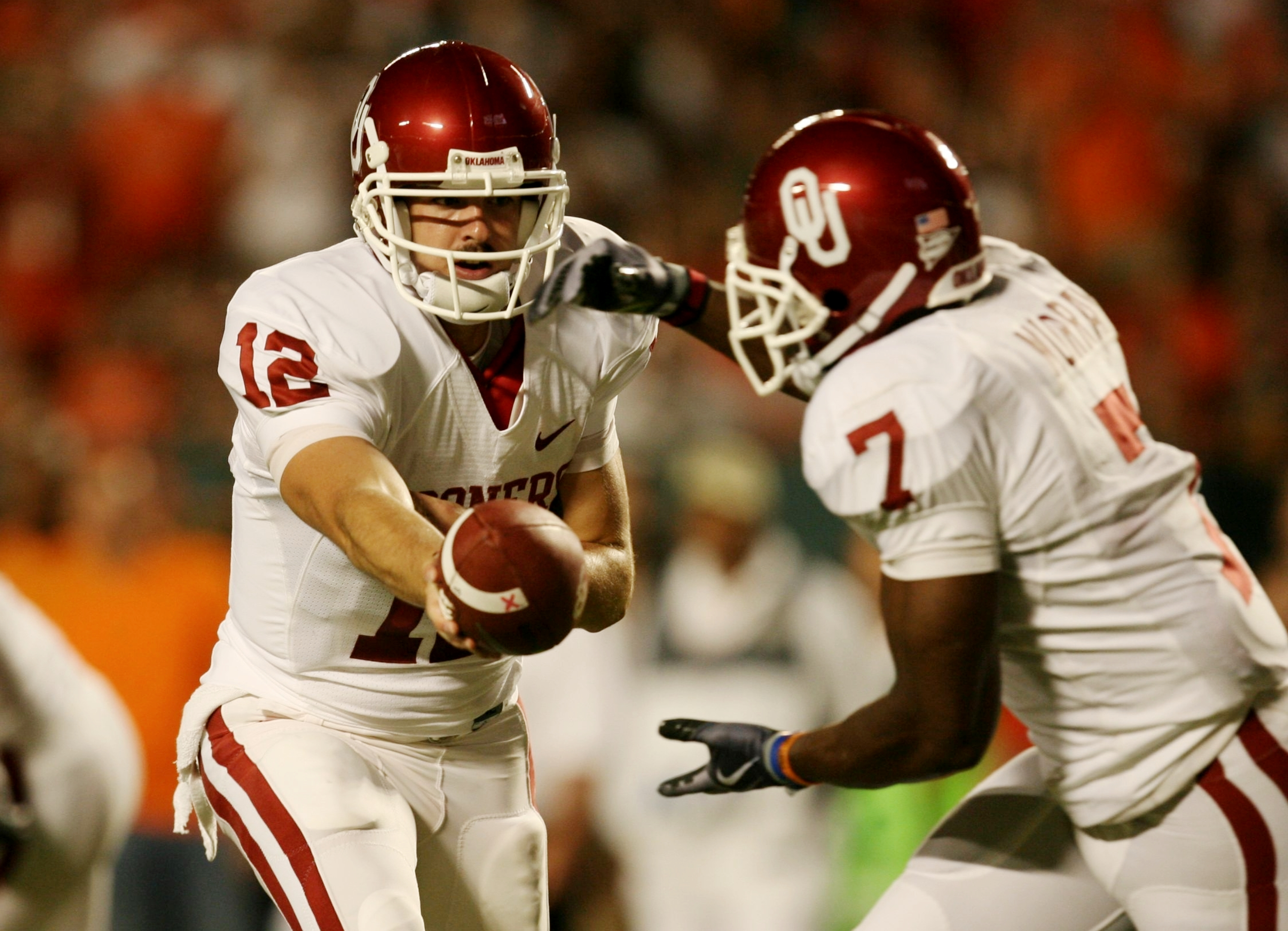 MIAMI GARDENS, FL - OCTOBER 3:   Quarterback Landry Jones #12 of the Oklahoma Sooners hands the ball off to teammate runningback DeMarco Murray #7 in the first quarter against the Miami Hurricanes on October 3, 2009 at Landshark Stadium in Miami Gardens,