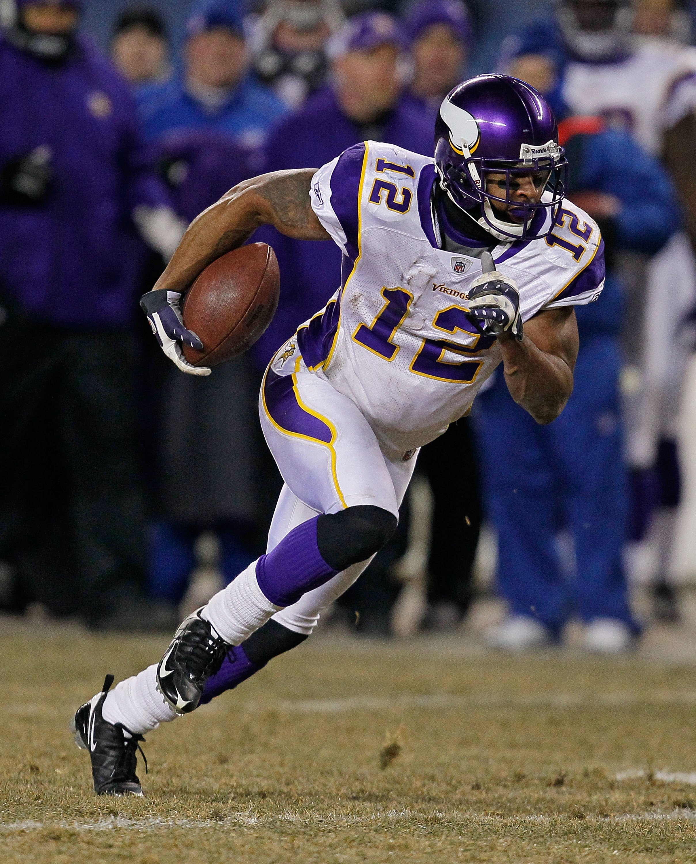 CHICAGO - DECEMBER 28: Percy Harvin #12 of the Minnesota Vikings runs after a catch against the Chicago Bears at Soldier Field on December 28, 2009 in Chicago, Illinois. The Bears defeated the Vikings 36-30 in overtime. (Photo by Jonathan Daniel/Getty Ima