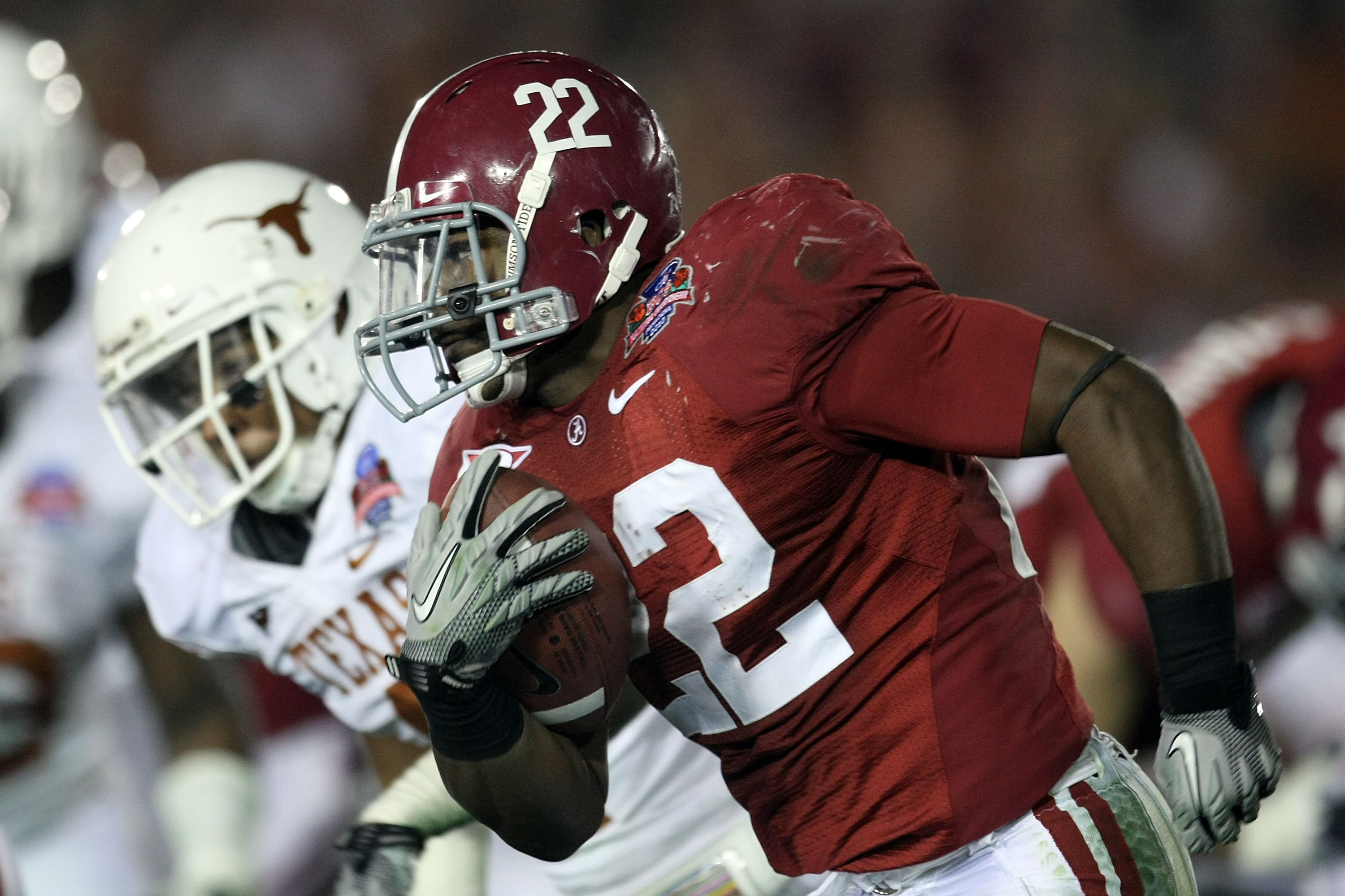 PASADENA, CA - JANUARY 07:  Running back Mark Ingram #22 of the Alabama Crimson Tide runs with the ball against the Texas Longhorns during the Citi BCS National Championship game at the Rose Bowl on January 7, 2010 in Pasadena, California.  (Photo by Step