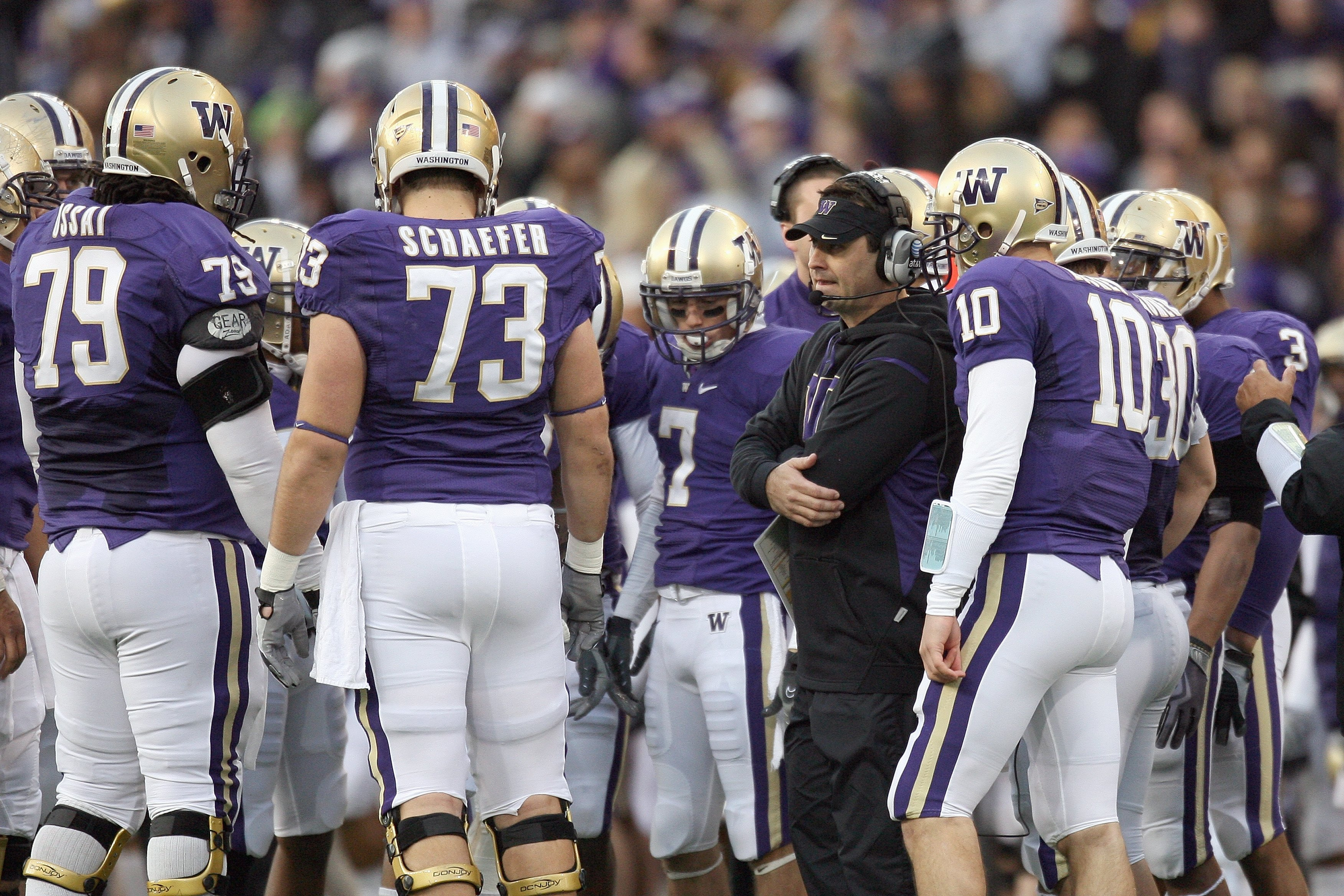 SEATTLE - DECEMBER 05:  Head coach Steve Sarkisian of the Washington Huskies talks to the team during game against the California Bears on December 5, 2009 at Husky Stadium in Seattle, Washington. The Huskies defeated the Bears 42-10. (Photo by Otto Greul