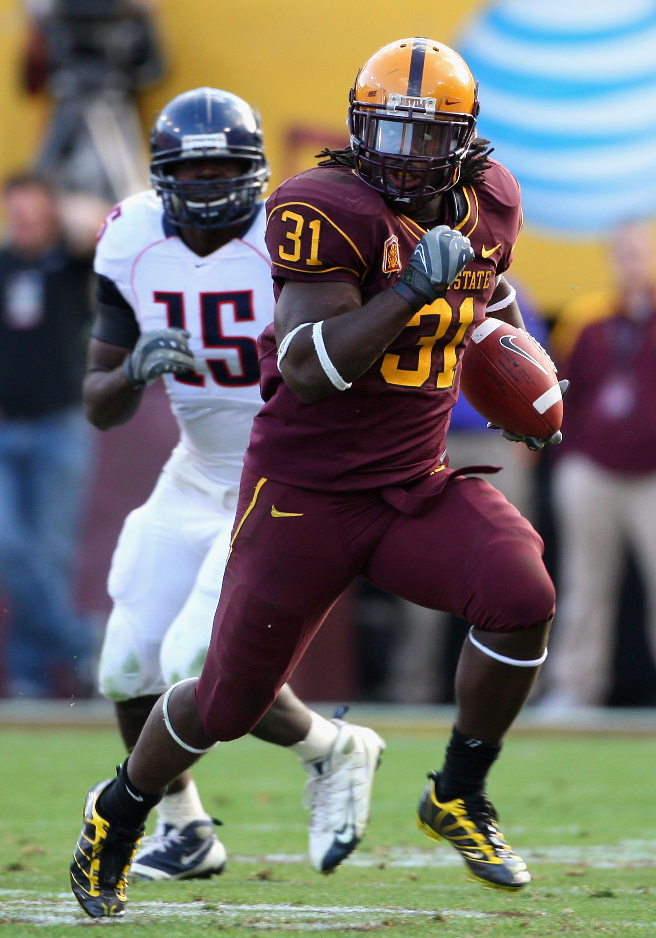 TEMPE, AZ - NOVEMBER 28:  Runningback Dimitri Nance #31 of the Arizona State Sun Devils rushes the football during the college football game against the Arizona Wildcats at Sun Devil Stadium on November 28, 2009 in Tempe, Arizona.  The Wildcats defeated t