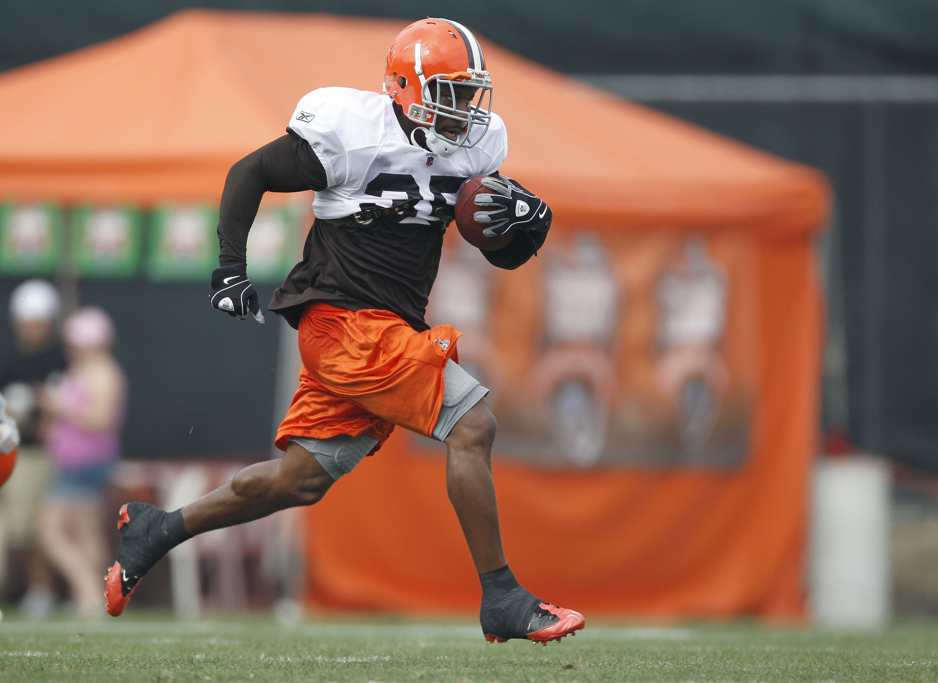 BEREA, OH - AUGUST 04:  Jerome Harrison #35 of the Cleveland Browns runs down field during training camp at the Cleveland Browns Training and Administrative Complex on August 4, 2010 in Berea, Ohio.  (Photo by Gregory Shamus/Getty Images)