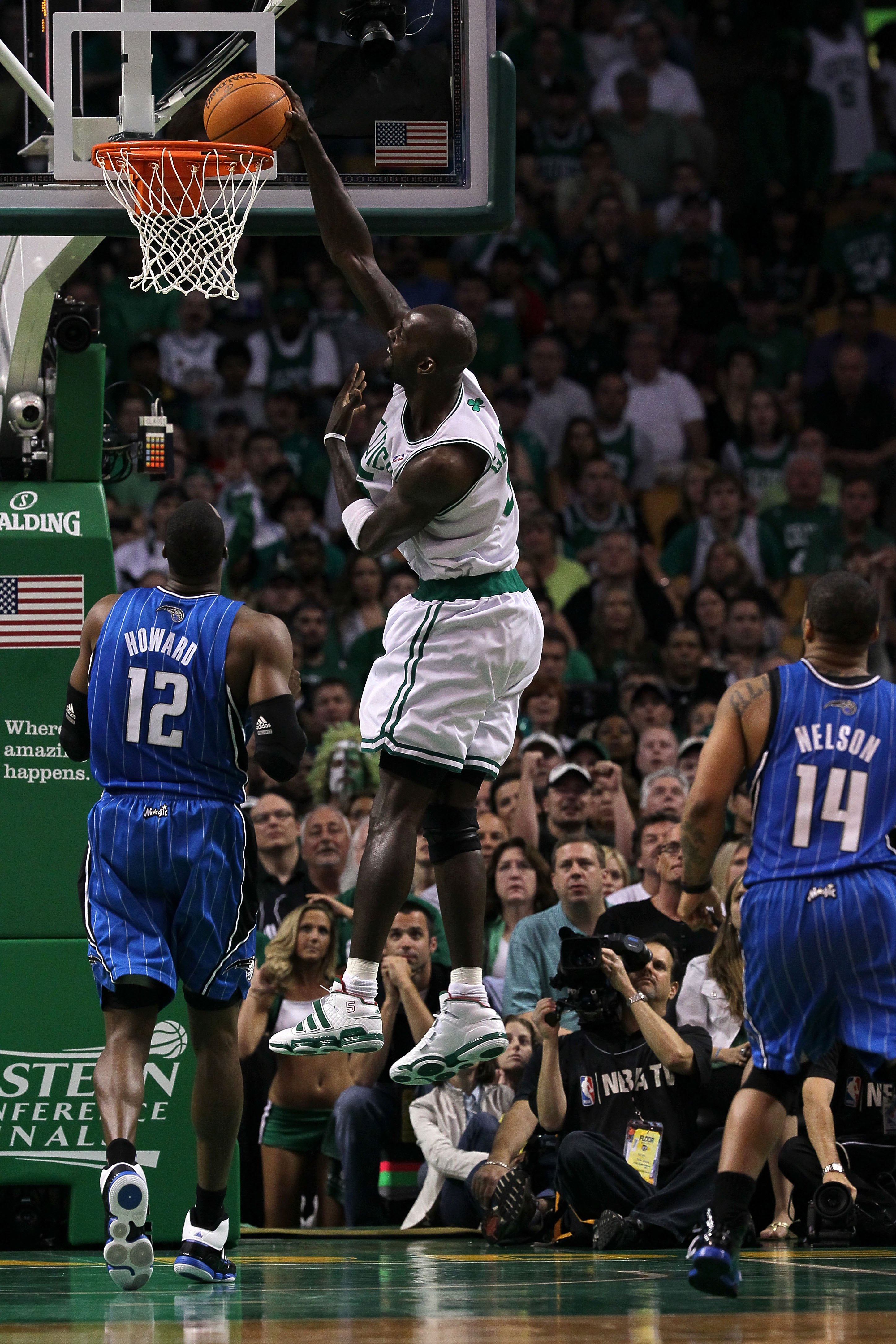 BOSTON - MAY 28:  Kevin Garnett #5 of the Boston Celtics dunks against Dwight Howard #12 of the Orlando Magic in Game Six of the Eastern Conference Finals during the 2010 NBA Playoffs at TD Garden on May 28, 2010 in Boston, Massachusetts.  NOTE TO USER: U
