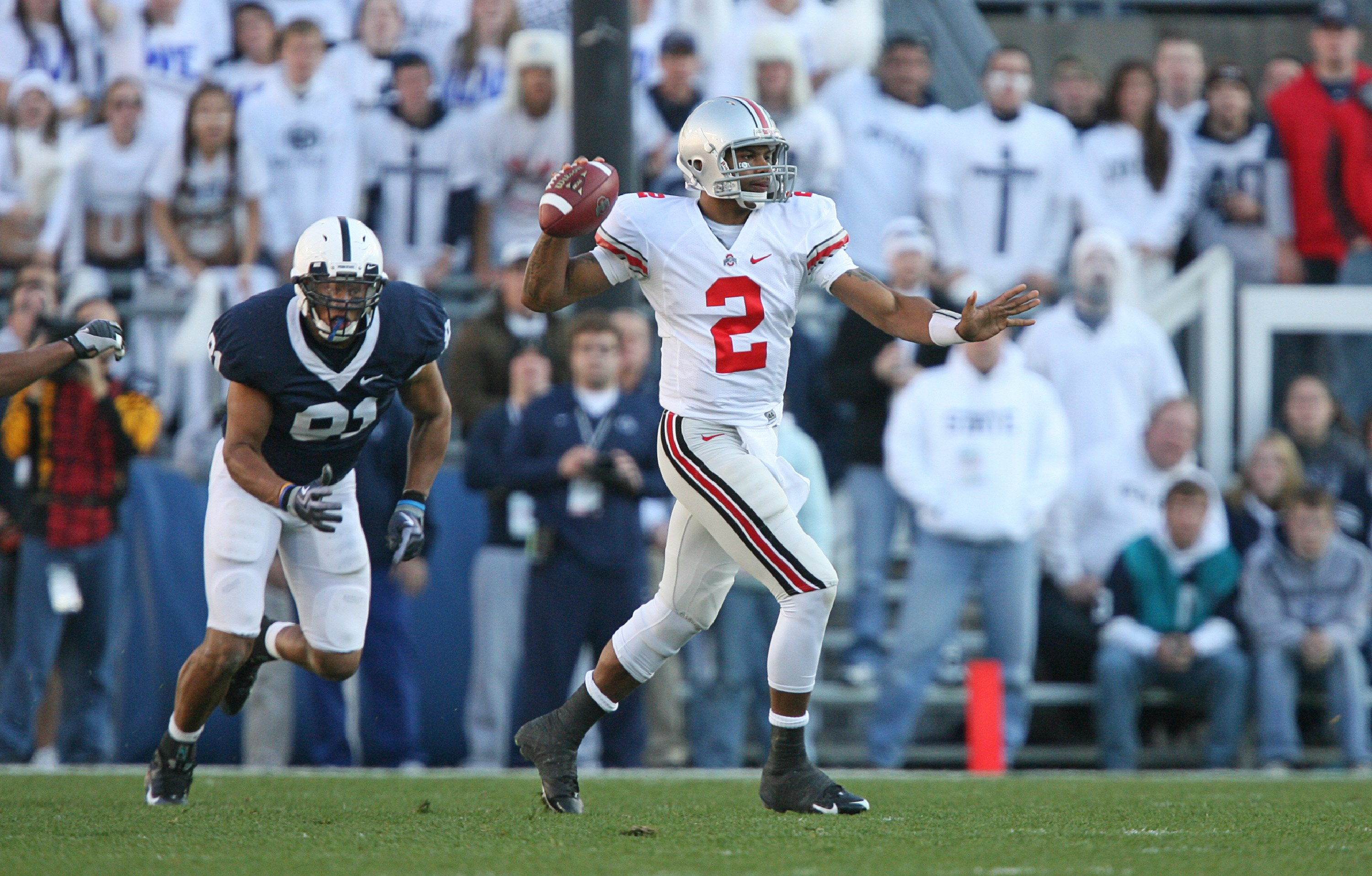 STATE COLLEGE, PA - NOVEMBER 7: Quarterback Terrelle Pryor #2 of the Ohio State Buckeyes throws a pass during a game against the Penn State Nittany Lions on November 7, 2009 at Beaver Stadium in State College, Pennsylvania. Ohio State won 24-7. (Photo by