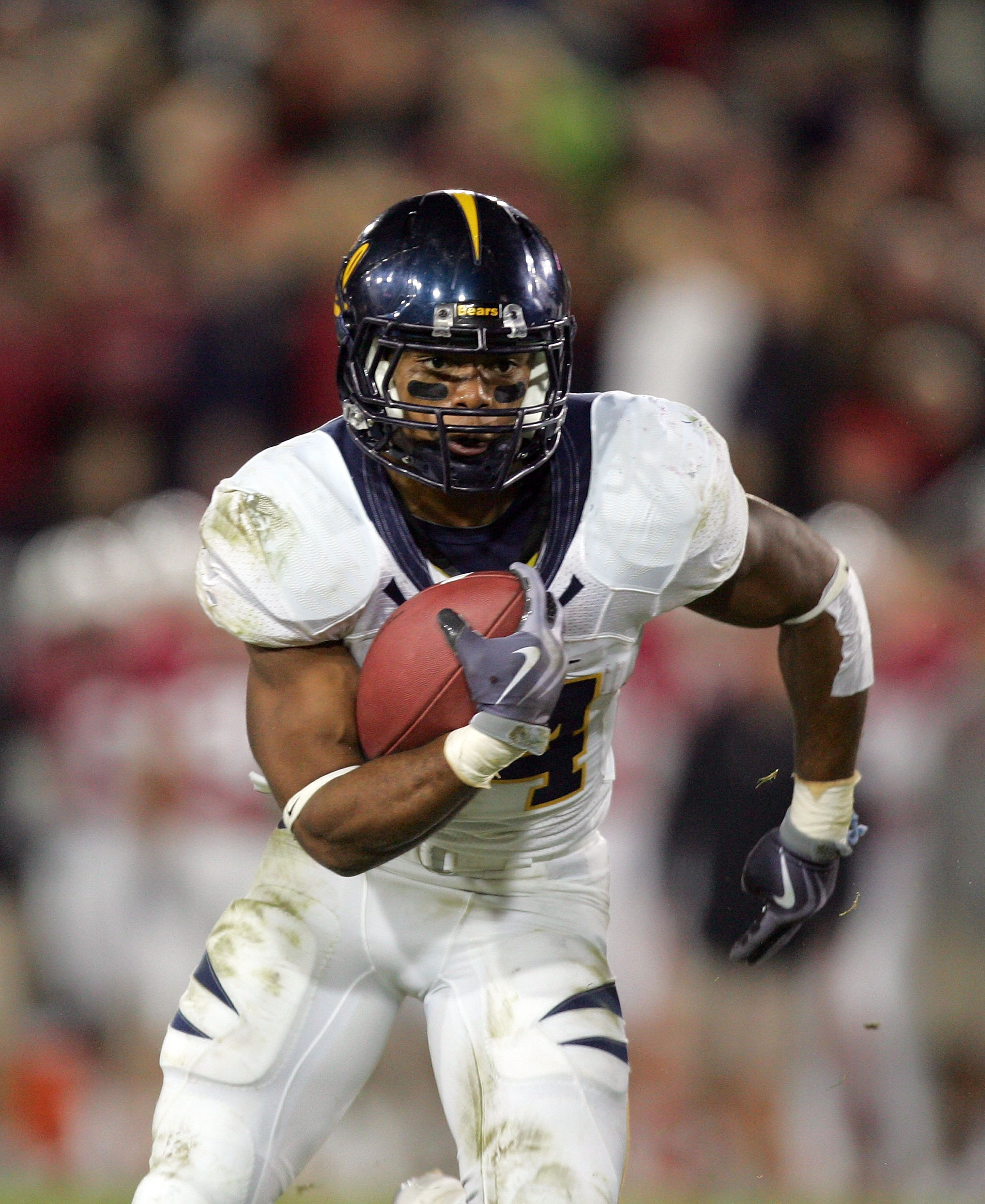 PALO ALTO, CA - NOVEMBER 21:  Shane Vereen #34 of the California Bears runs with the ball during their game against the Stanford Cardinal at Stanford Stadium on November 21, 2009 in Palo Alto, California.  (Photo by Ezra Shaw/Getty Images)