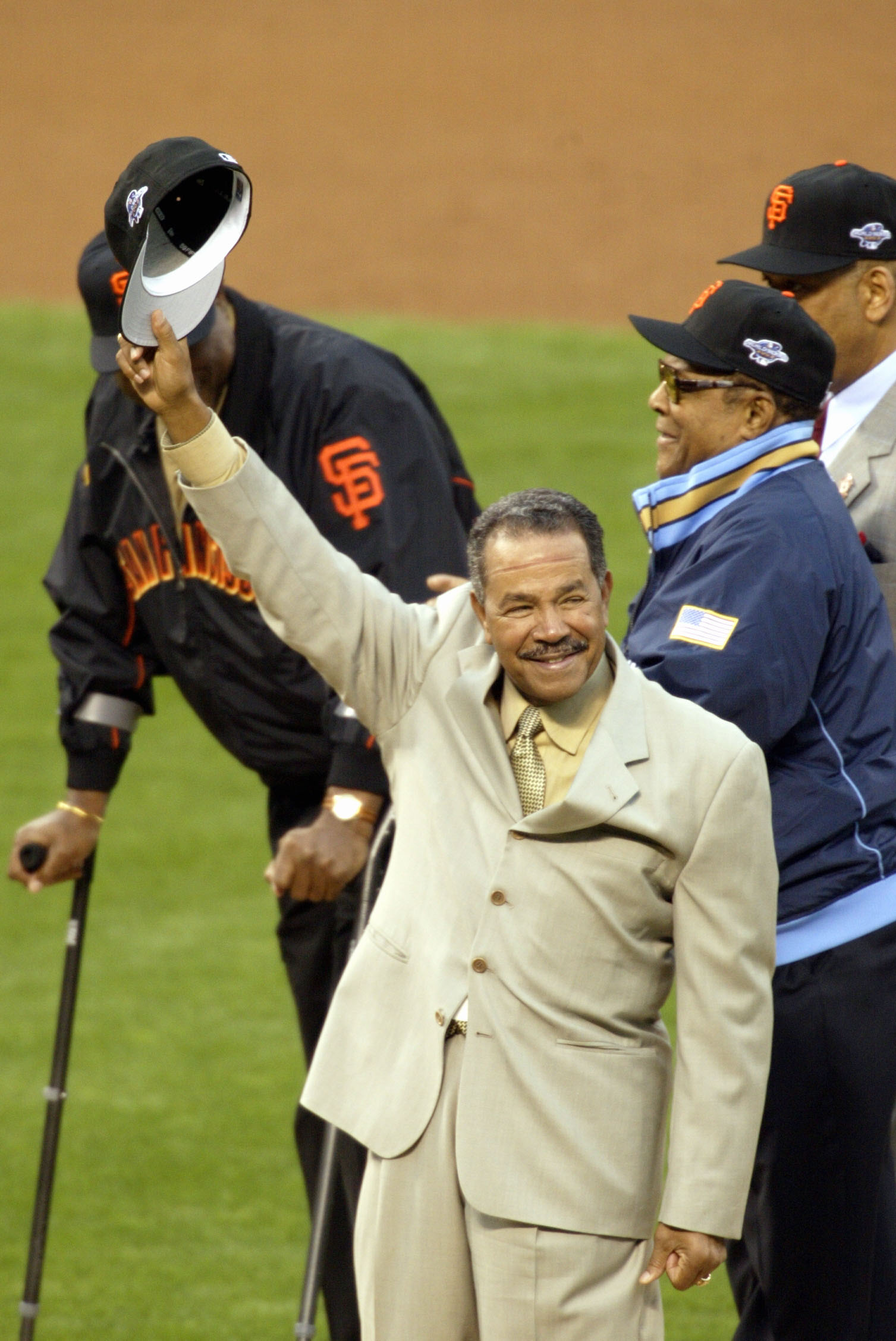 SAN FRANCISCO - OCTOBER 22  Old time Giant Juan Marichal waves to the crowd  before 358ae7e93dc2