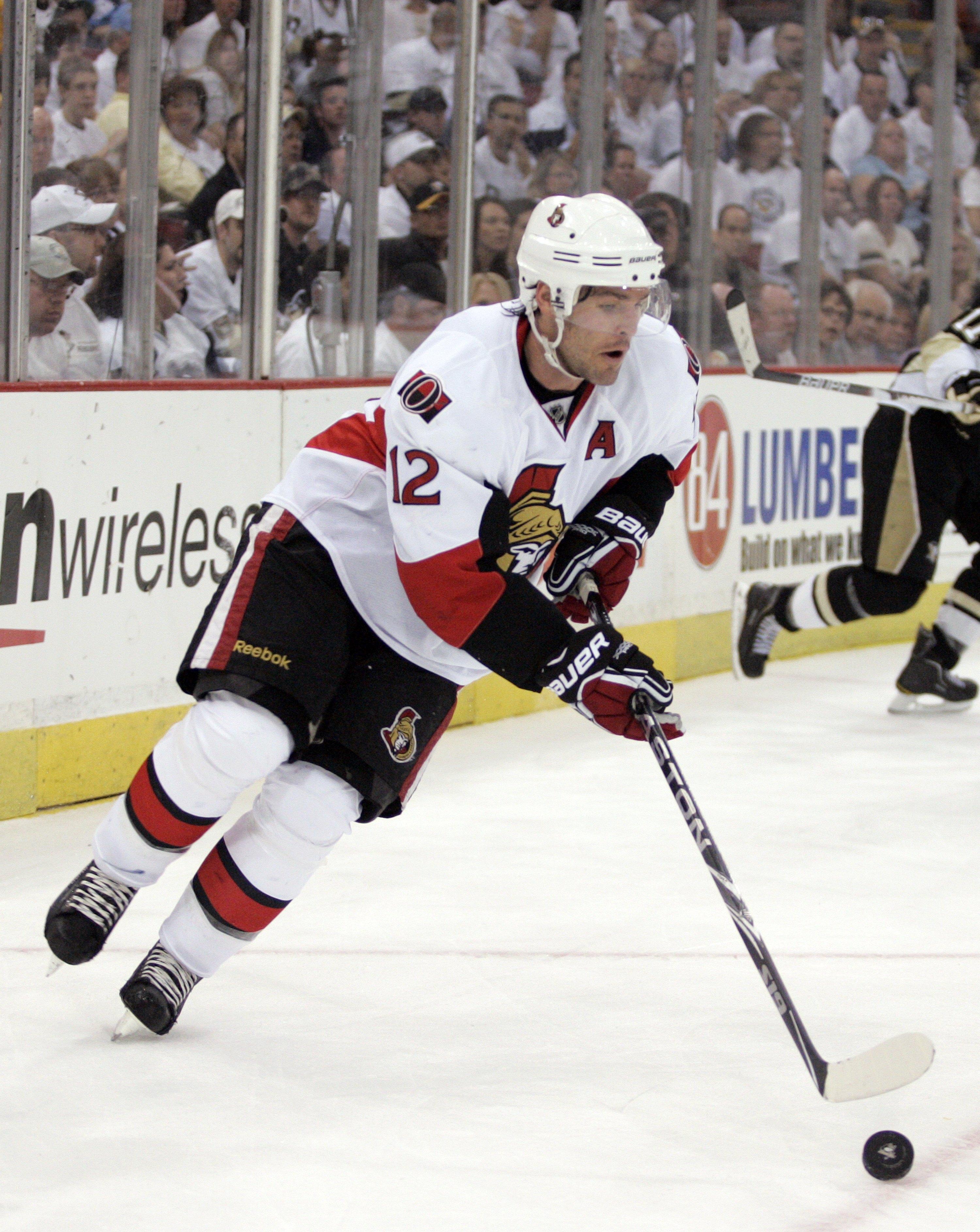 41ac6d67 PITTSBURGH - APRIL 16: Mike Fisher #12 of the Ottawa Senators handles the  puck