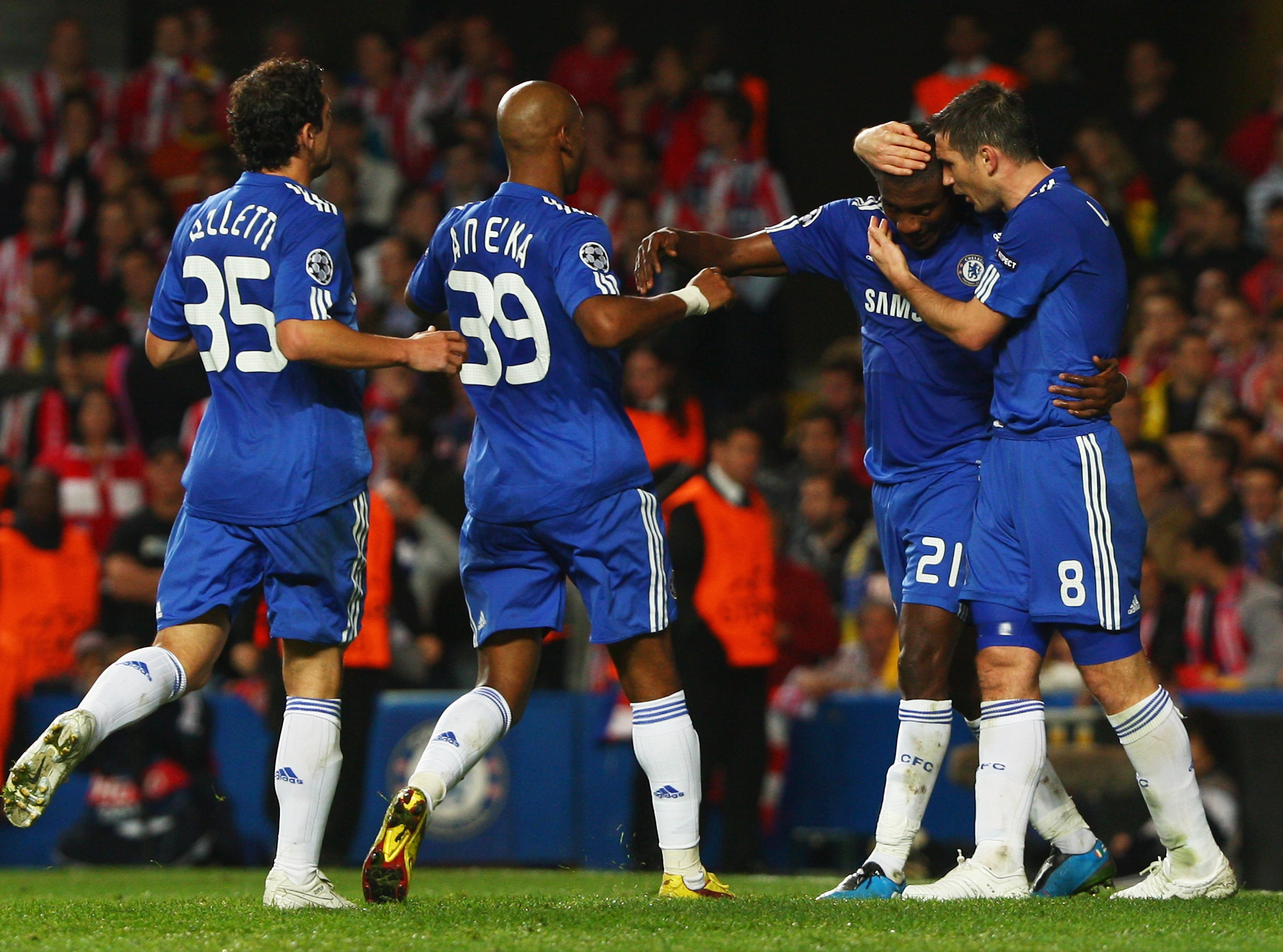 LONDON - OCTOBER 21:  Salomon Kalou of Chelsea (2R)celebrates with Frank Lampard (8), Nicolas Anelka (39) and Juliano Belletti  (35) as he scores their first goal during the UEFA Champions League Group D match between Chelsea and Atletico Madrid at Stamfo