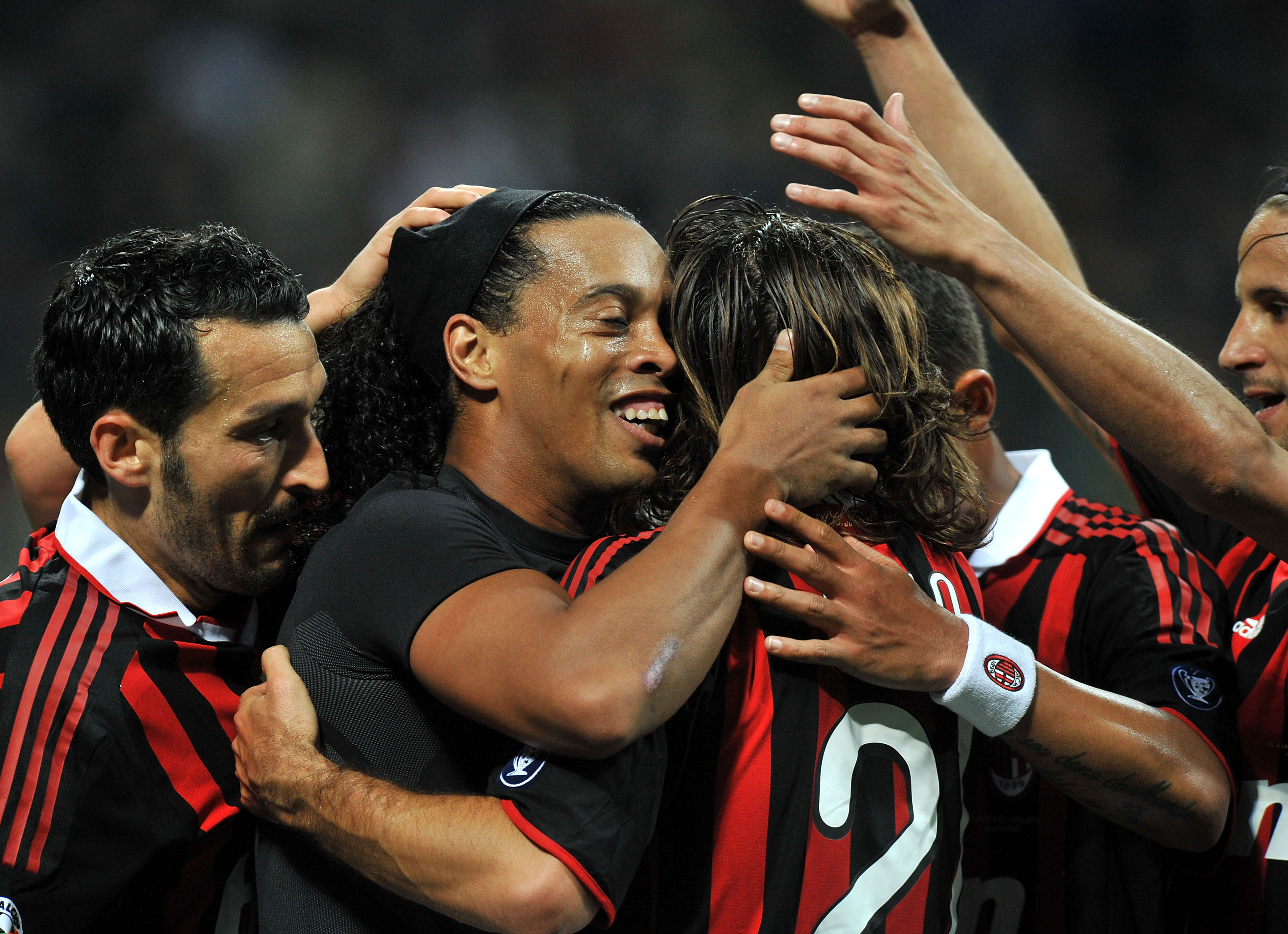 MILAN, ITALY - MAY 15:  Players of AC Milan celebrate  their team's third goal scored by Ronaldinho during the Serie A match between AC Milan and Juventus FC at Stadio Giuseppe Meazza on May 15, 2010 in Milan, Italy.  (Photo by Massimo Cebrelli/Getty Imag