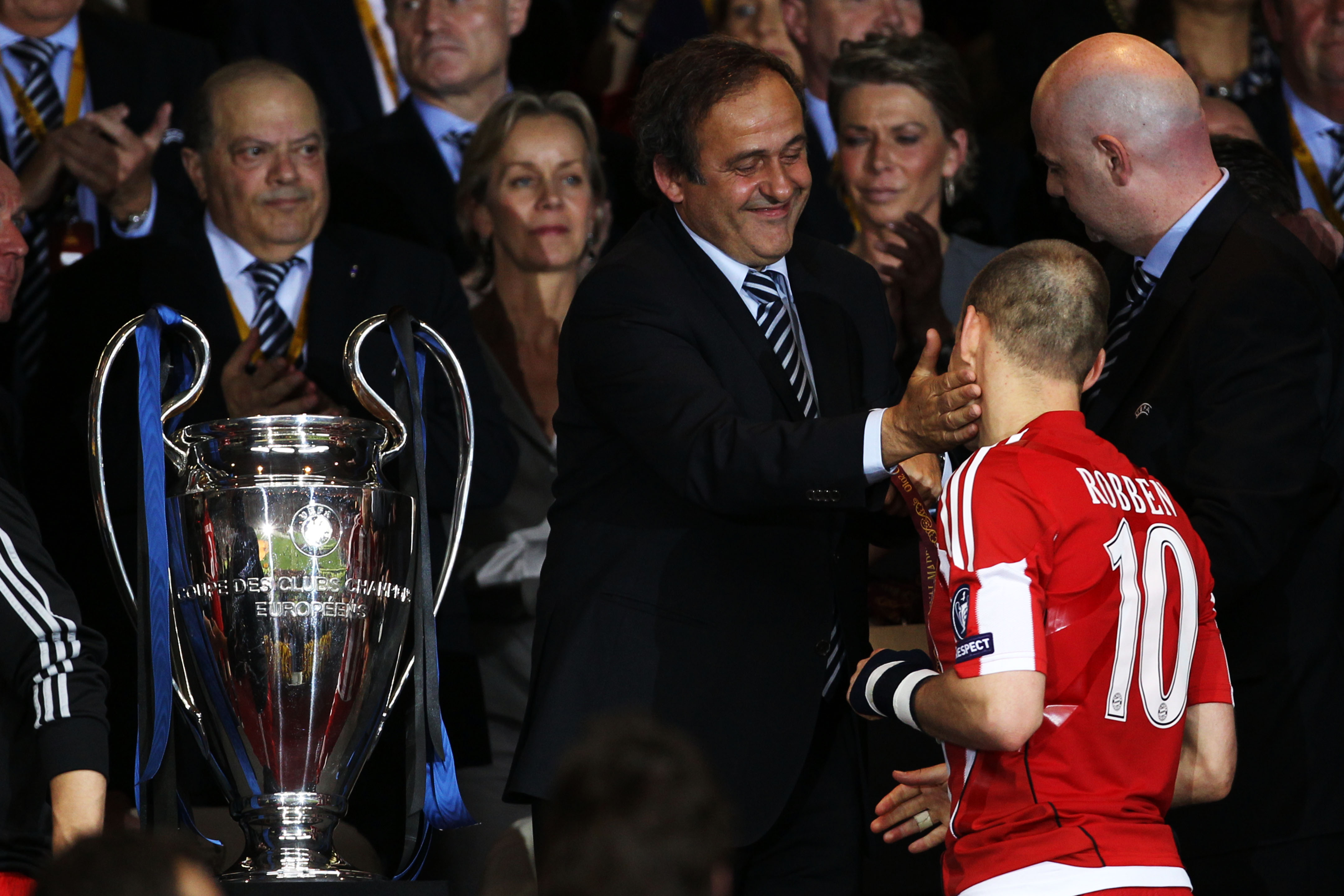 MADRID, SPAIN - MAY 22: Arjen Robben of Bayern Muenchen is comforted by UEFA president Michel Platini after their defeat at the end of the UEFA Champions League Final match between FC Bayern Muenchen and Inter Milan at the Estadio Santiago Bernabeu on May