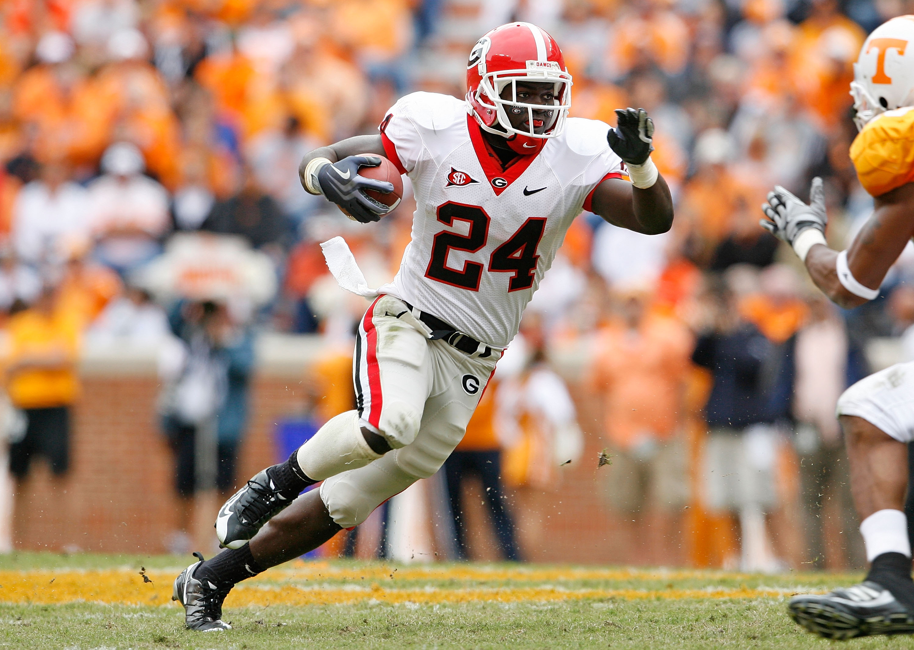 KNOXVILLE, TN - OCTOBER 10: Washaun Ealey #24 of the Georgia Bulldogs runs with the ball during the SEC game against the Tennessee Volunteers at Neyland Stadium on October 10, 2009 in Knoxville, Tennessee. (Photo by Andy Lyons/Getty Images)