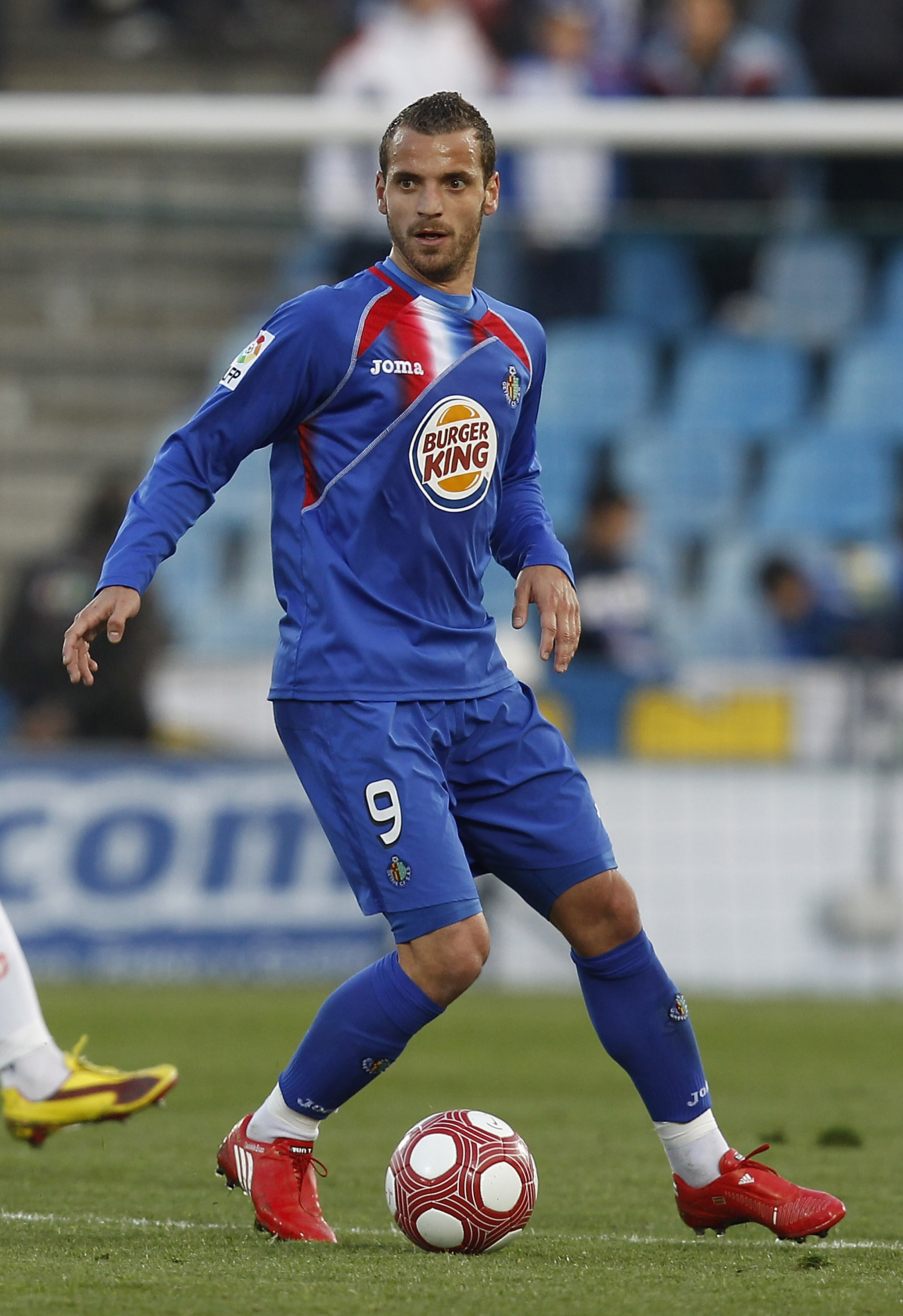 GETAFE, SPAIN - MARCH 13: Roberto Soldado of Getafe in action during the La Liga match between Getafe and Mallorca at Coliseum Alfonso Perez on March 13, 2010 in Getafe, Spain.  (Photo by Angel Martinez/Getty Images)