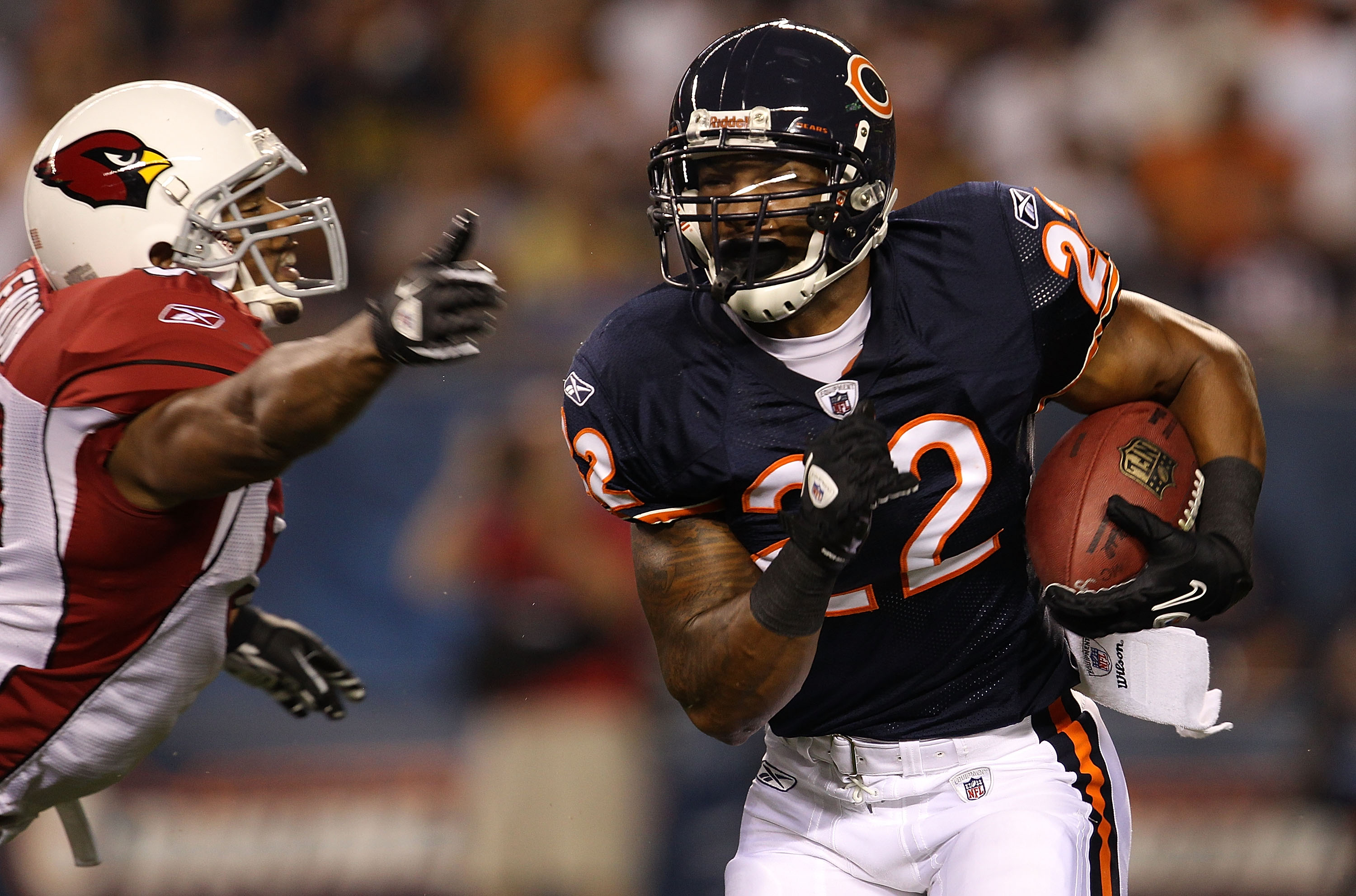 CHICAGO - AUGUST 28: Matt Forte #22 of the Chicago Bears runs past Paris Lenon #51 of the Arizona Cardinals during a preseason game at Soldier Field on August 28, 2010 in Chicago, Illinois. (Photo by Jonathan Daniel/Getty Images)