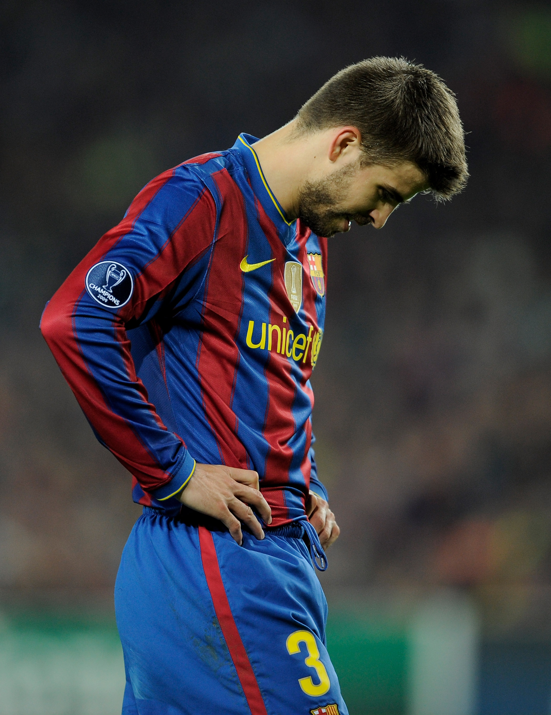BARCELONA, SPAIN - APRIL 28:  Gerard Pique of Barcelona looks dejected during the UEFA Champions League Semi Final Second Leg match between Barcelona and Inter Milan at Camp Nou on April 28, 2010 in Barcelona, Spain.  (Photo by Michael Regan/Getty Images)