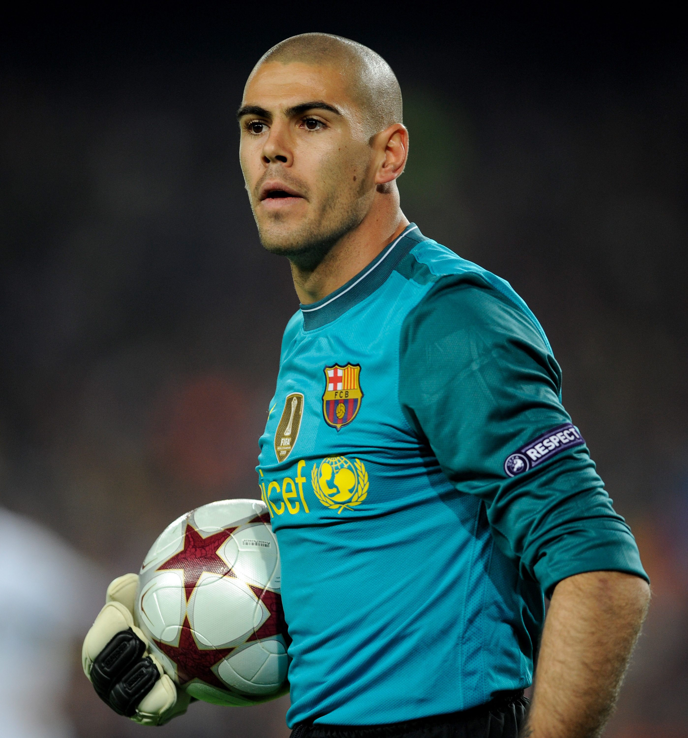 BARCELONA, SPAIN - APRIL 28: Victor Valdes of Barcelona looks on during the UEFA Champions League Semi Final Second Leg match between Barcelona and Inter Milan at Camp Nou on April 28, 2010 in Barcelona, Spain.  (Photo by Michael Regan/Getty Images)