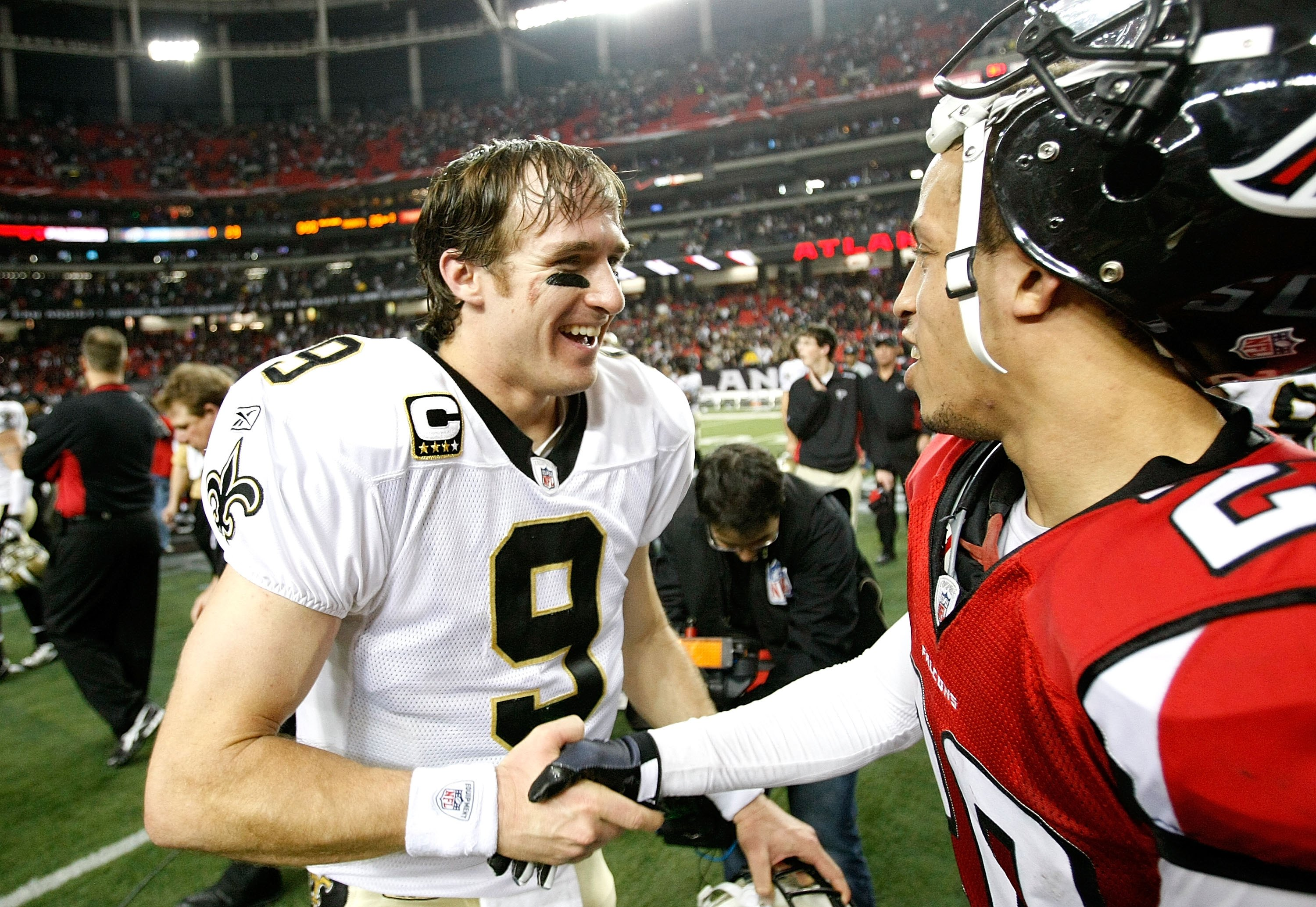 ATLANTA - DECEMBER 13:  Quarterback Drew Brees #9 of the New Orleans Saints against Brent Grimes #20 of the Atlanta Falcons at Georgia Dome on December 13, 2009 in Atlanta, Georgia.  (Photo by Kevin C. Cox/Getty Images)