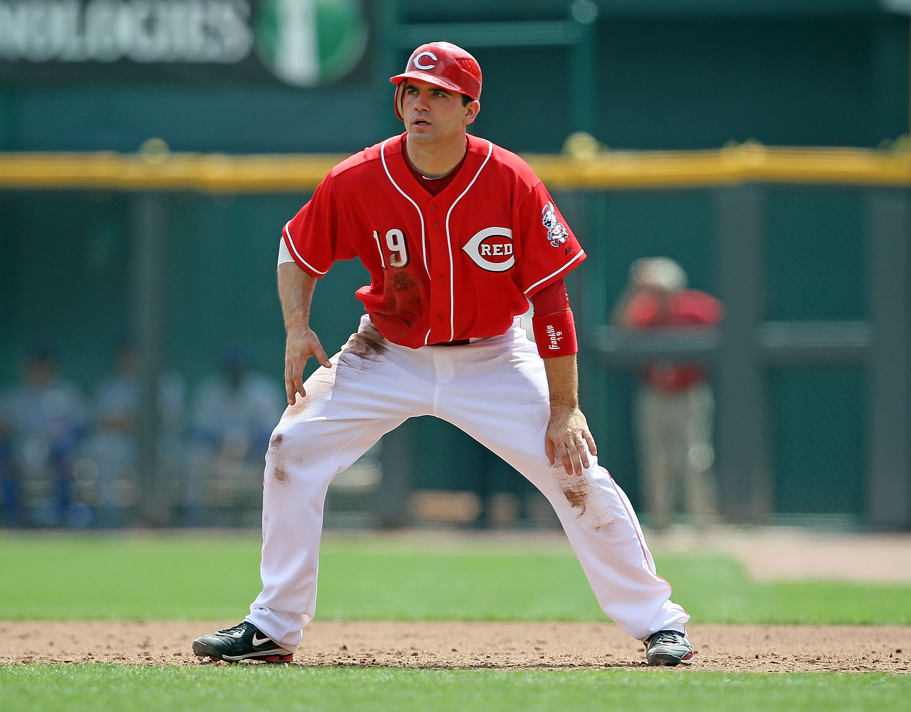 CINCINNATI - AUGUST 29:  Joey Votto #19 of the Cincinnati Reds leads off of first base during the game against the Chicago Cubs at Great American Ball Park on August 29, 2010 in Cincinnati, Ohio.  (Photo by Andy Lyons/Getty Images)