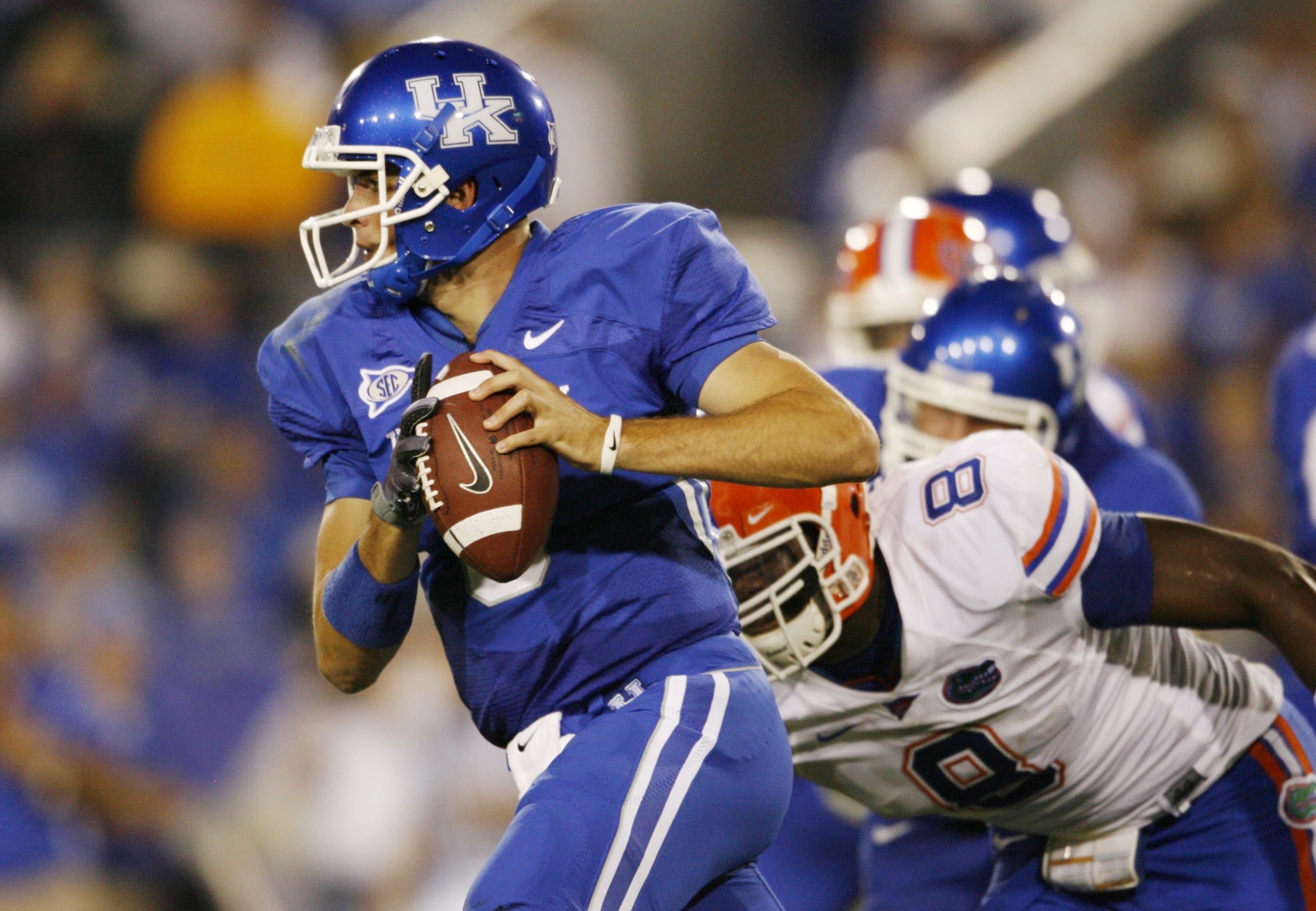 LEXINGTON, KY - SEPTEMBER 26: Quarterback Mike Hartline #5 of the Kentucky Wildcats looks to pass during the third quarter of the game against the Florida Gators at Commonwealth Stadium on September 26, 2009 in Lexington, Kentucky. (Photo by Andy Lyons/Ge