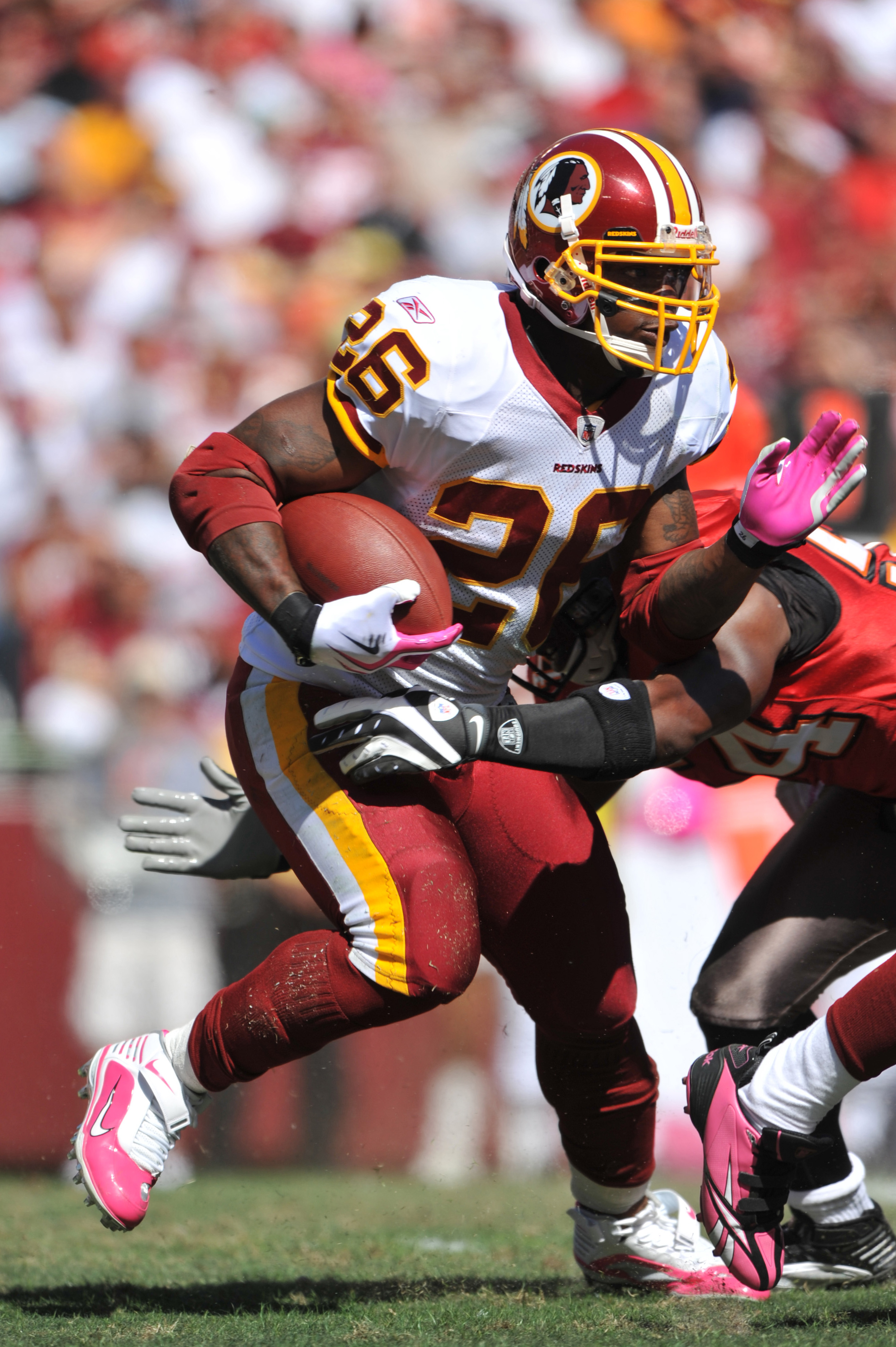 LANDOVER, MD - OCTOBER 4:  Clinton Portis #26 of the Washington Redskins runs the ball against the Tampa Bay Buccaneers at FedExField on October 4, 2009 in Landover, Maryland. The Redskins defeated the Buccaneers 16-13. (Photo by Larry French/Getty Images