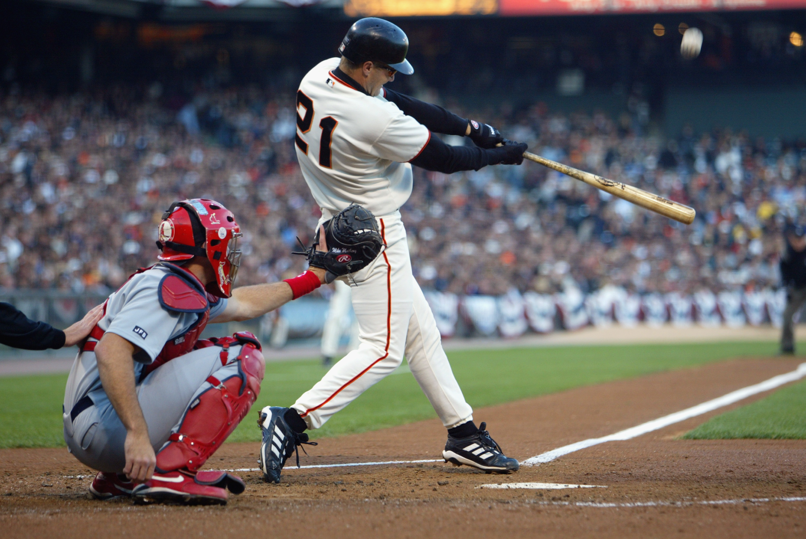 SAN FRANCISCO - OCTOBER 14:  Second baseman Jeff Kent #21 of the San Francisco Giants pops the ball up during game five of the National League Championship Series against the St. Louis Cardinals on October 14, 2002 at Pacific Bell Park in San Francisco, C