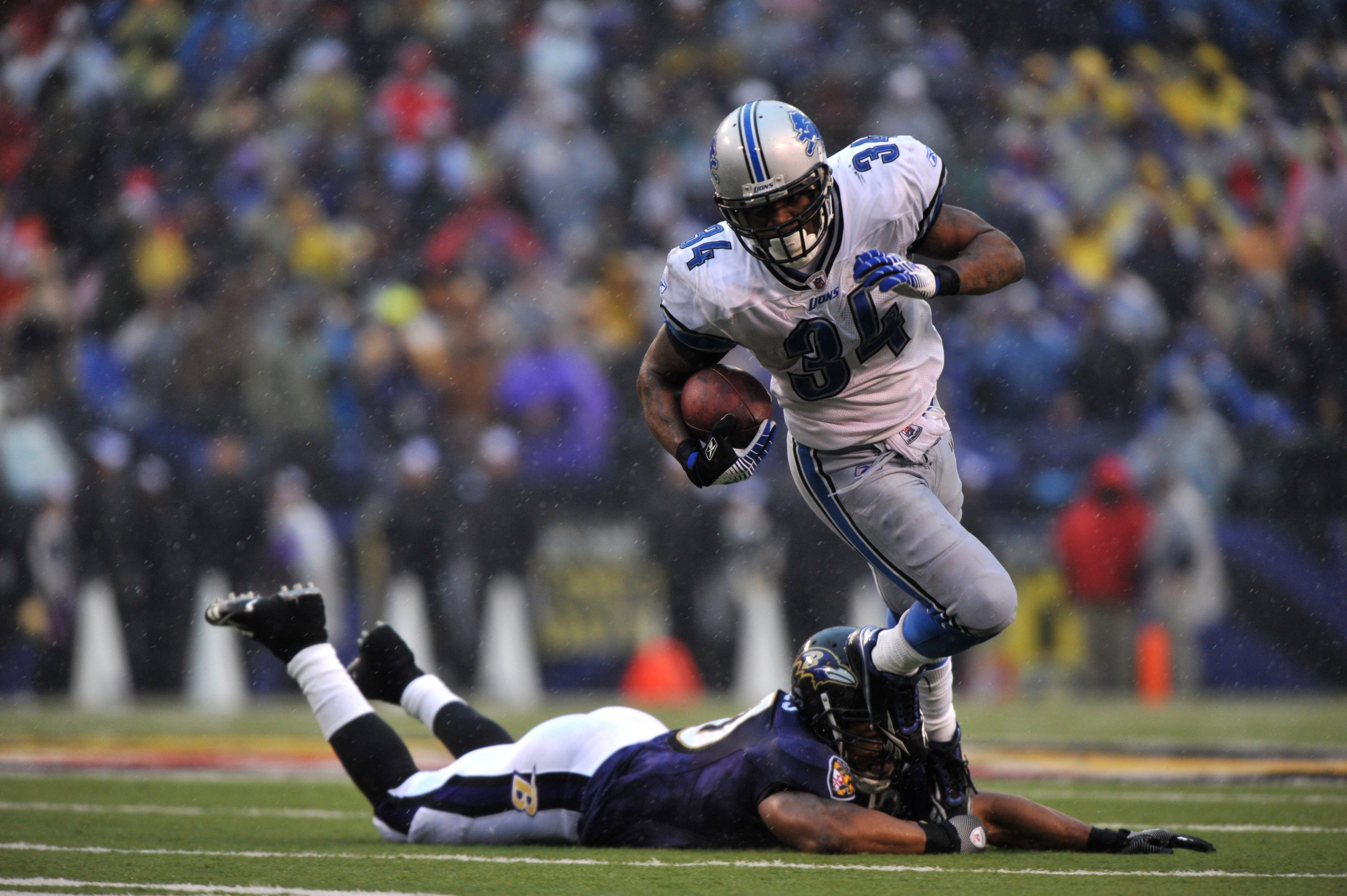 BALTIMORE - DECEMBER 13:  Kevin Smith #34 of the Detroit Lions runs the ball against the Baltimore Ravens at M&T Bank Stadium on December 13, 2009 in Baltimore, Maryland. The Ravens defeated the Lions 48-3. (Photo by Larry French/Getty Images)