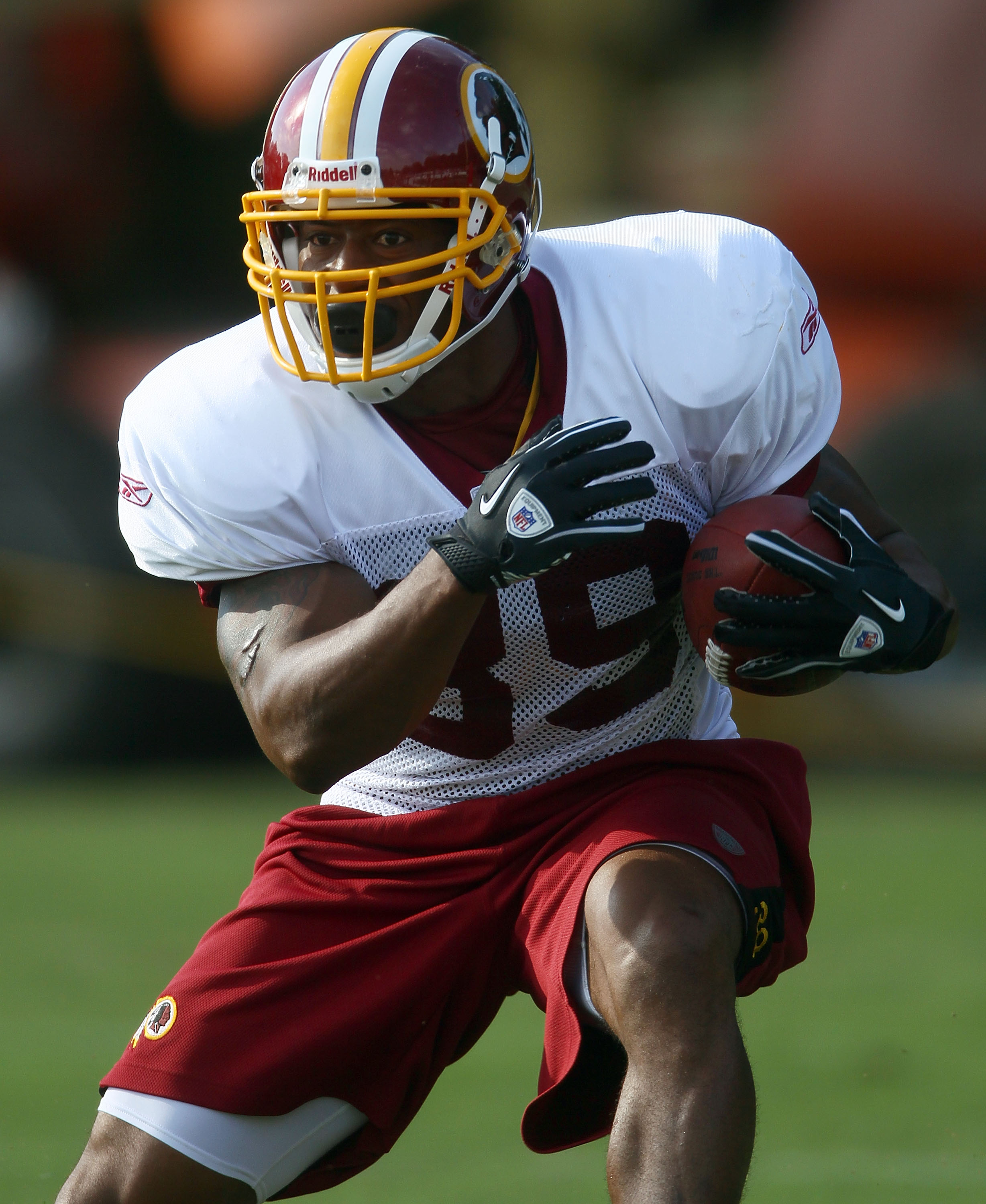 ASHBURN, VA - JULY 30:  Running back Willie Parker #39 of the Washington Redskins carries the ball during drills on the second day of training camp July 30, 2010 in Ashburn, Virginia.  (Photo by Win McNamee/Getty Images)