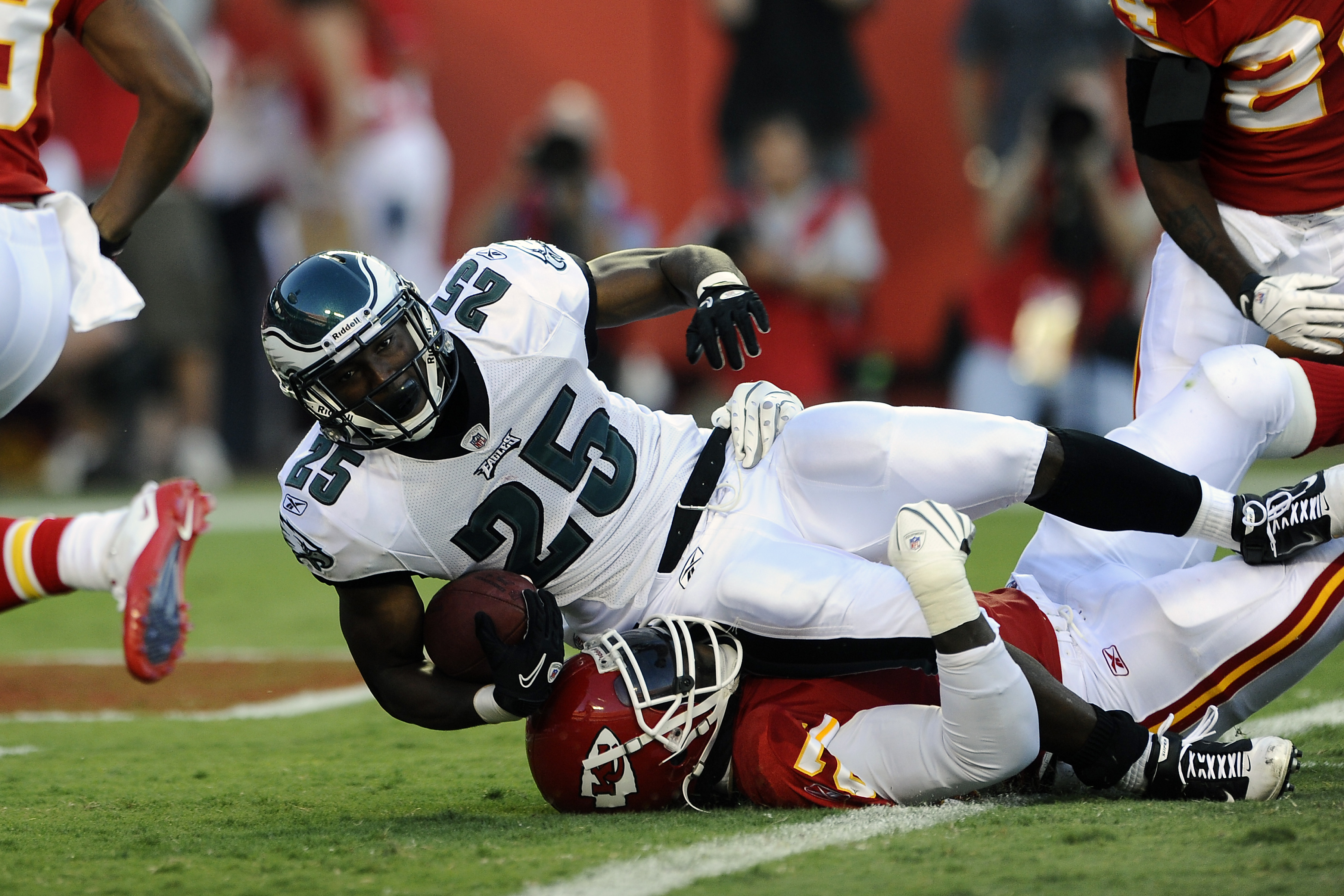 KANSAS CITY, MO - AUGUST 27: LeSean McCoy #25 of the Philadelphia Eagles dives into the end zone to score a touchdown during a preseason game against the Kansas City Chiefs at Arrowhead Stadium on August 27, 2010 in Kansas City, Missouri.  (Photo by G. Ne